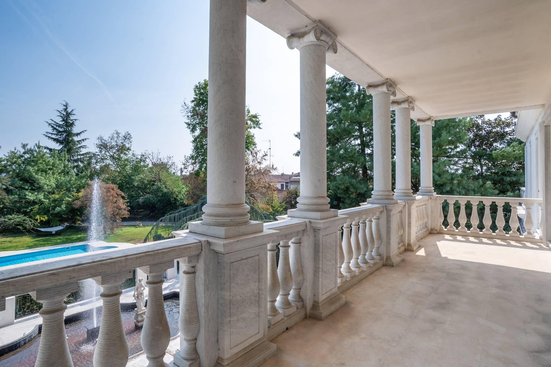 Lussuosa villa neoclassica con ampio parco e piscina - 24
