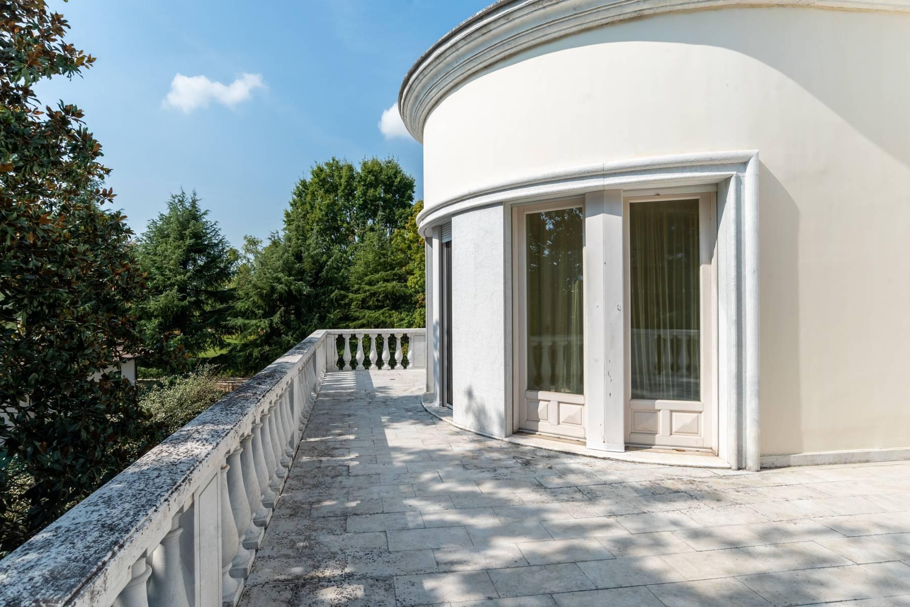 Lussuosa villa neoclassica con ampio parco e piscina - 42