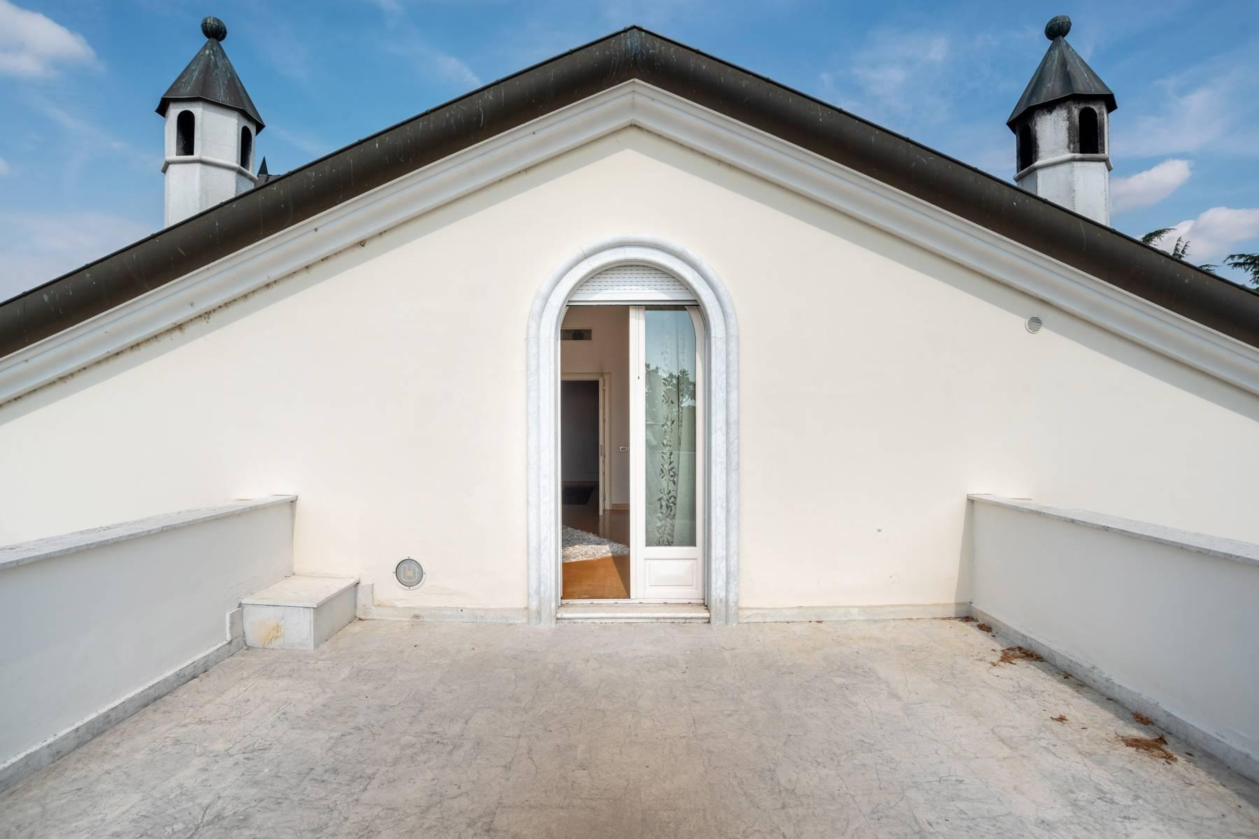 Lussuosa villa neoclassica con ampio parco e piscina - 43