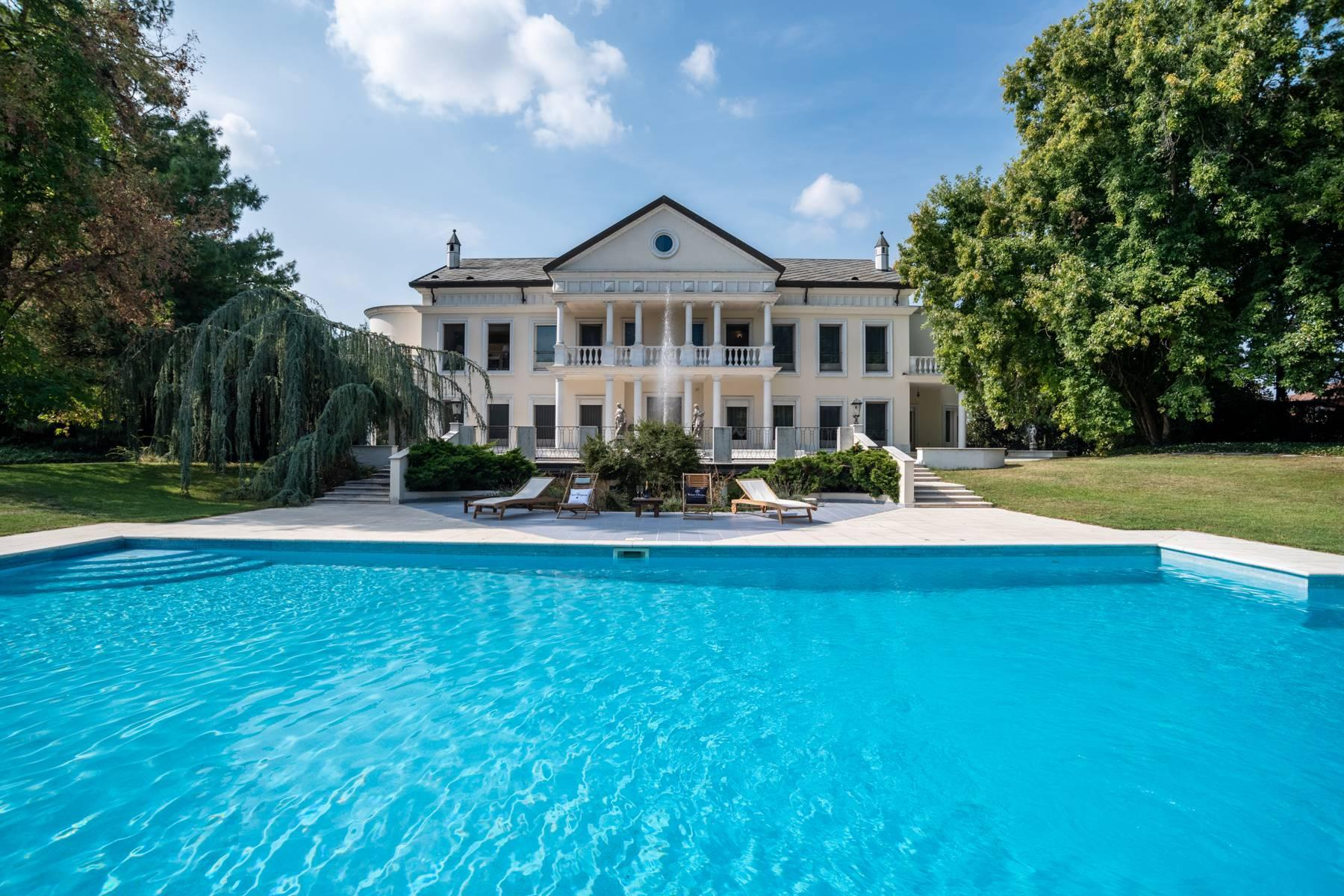 Lussuosa villa neoclassica con ampio parco e piscina - 2
