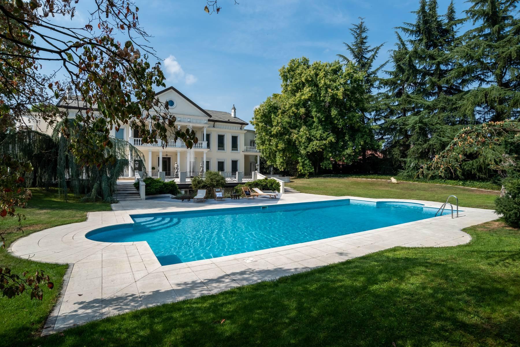 Lussuosa villa neoclassica con ampio parco e piscina - 44