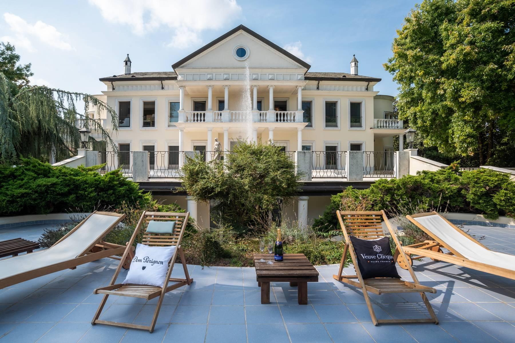 Lussuosa villa neoclassica con ampio parco e piscina - 3