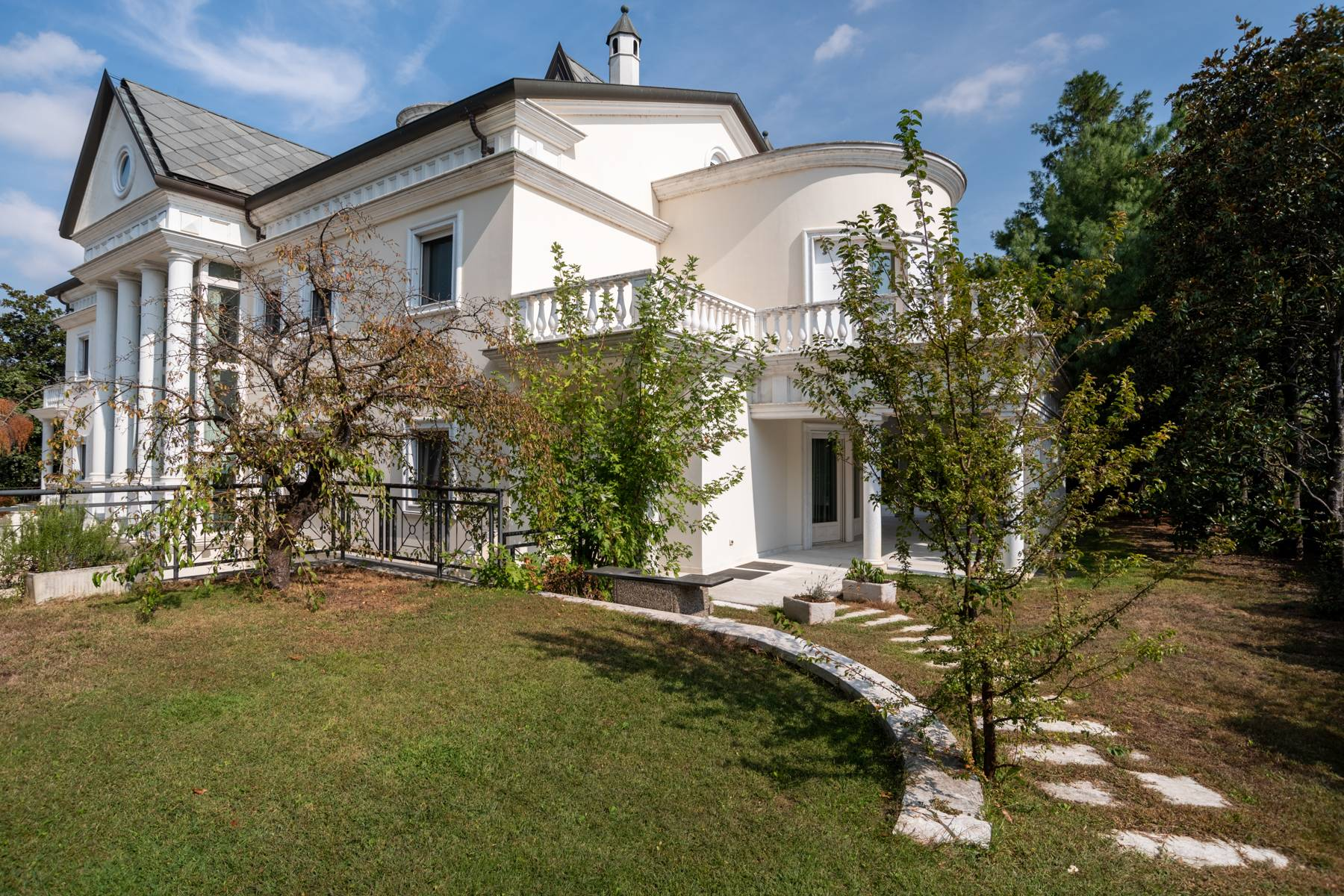 Lussuosa villa neoclassica con ampio parco e piscina - 45