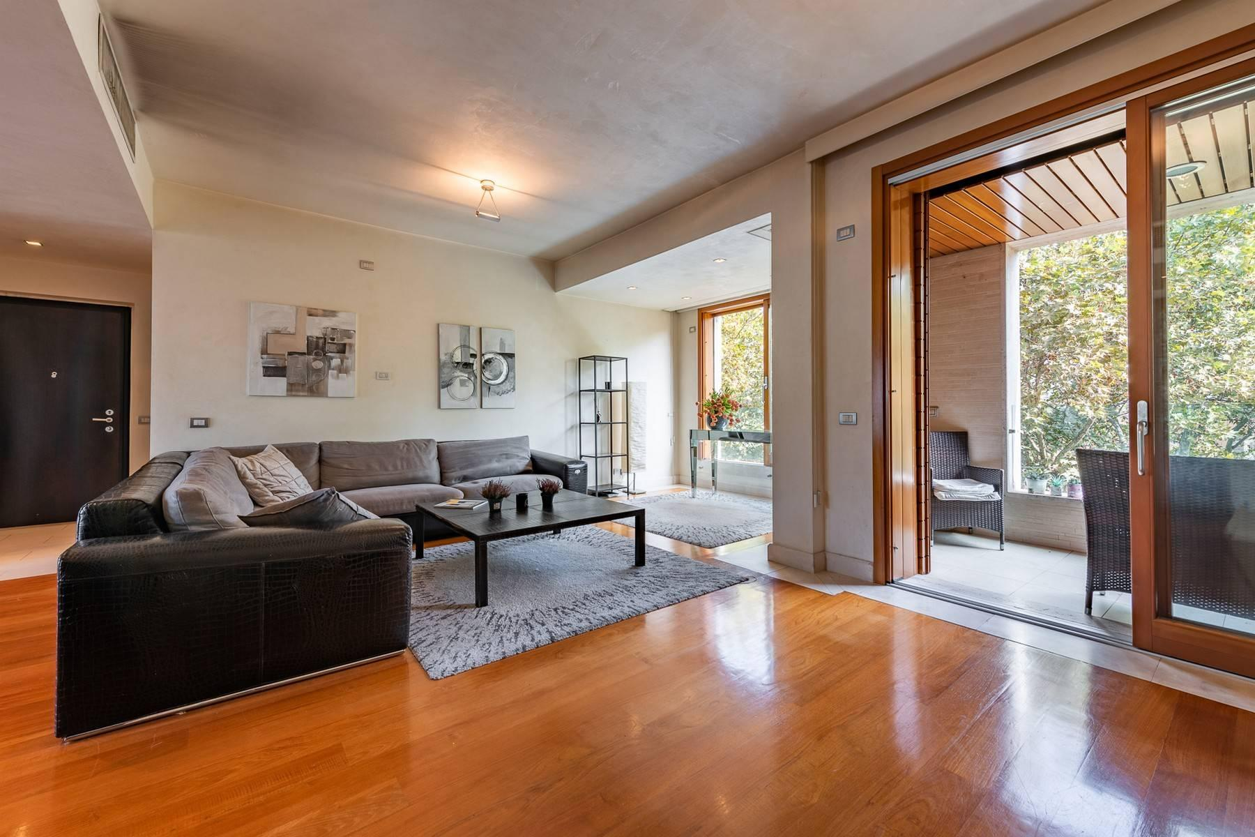 Delightful and bright apartment with large loggia - 1
