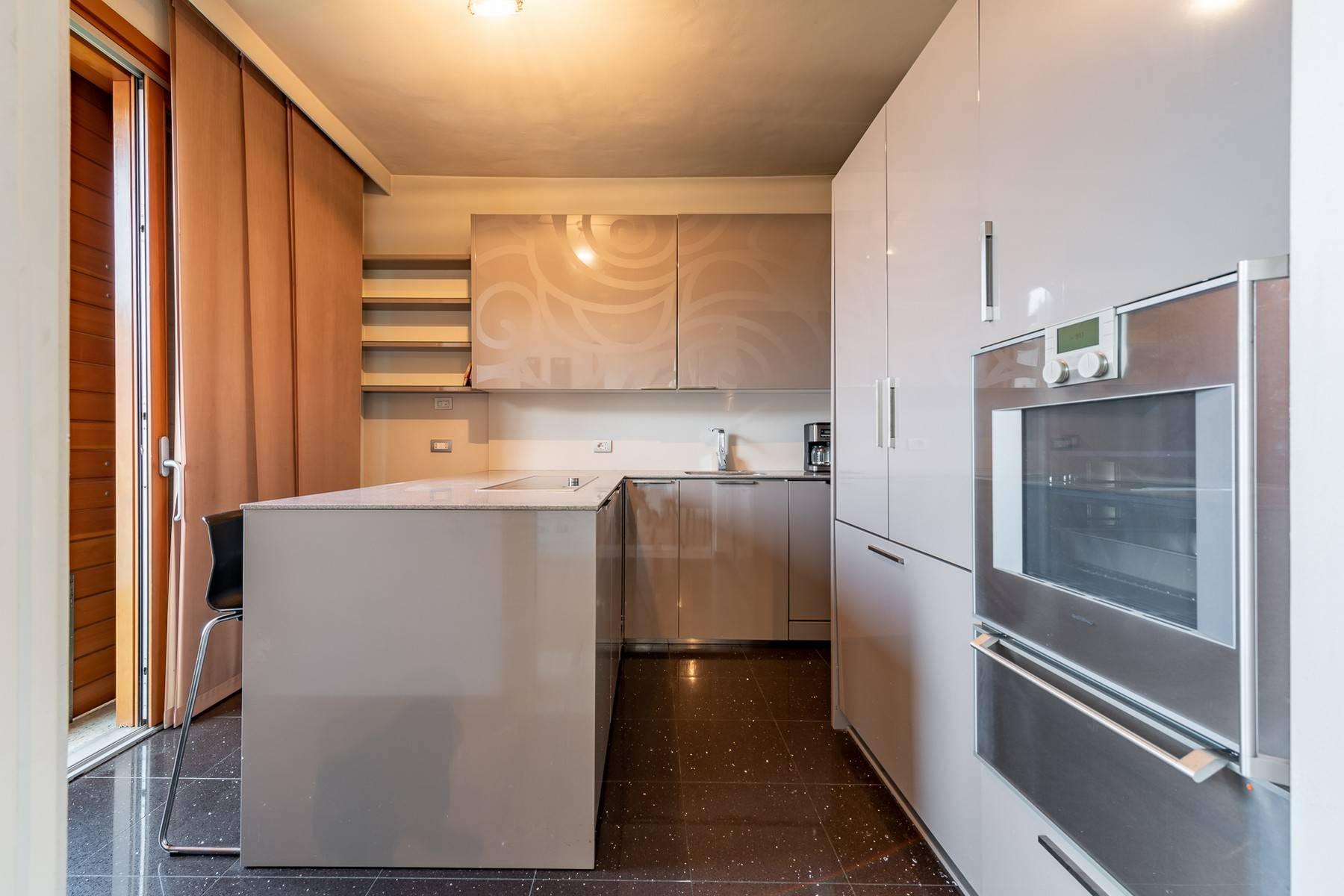 Splendido e luminoso appartamento con terrazzo loggiato - 11
