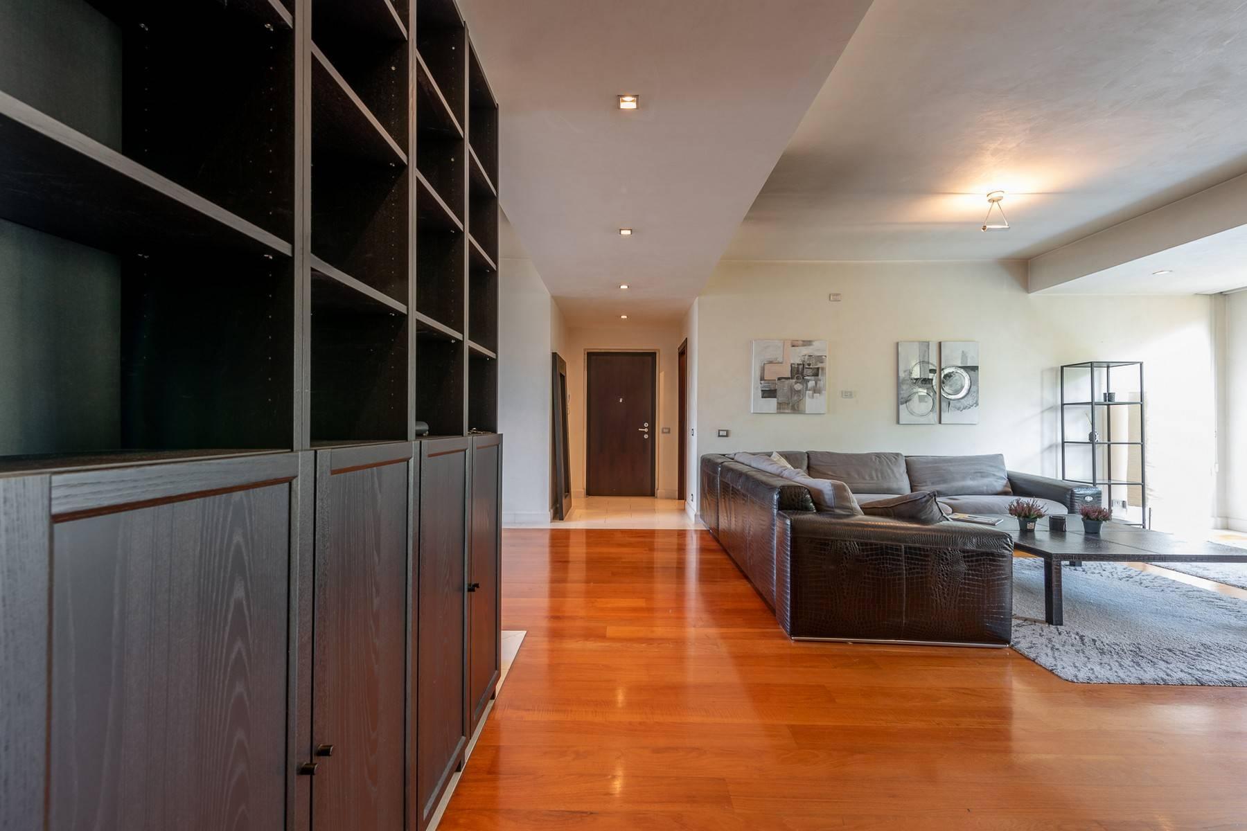 Splendido e luminoso appartamento con terrazzo loggiato - 19