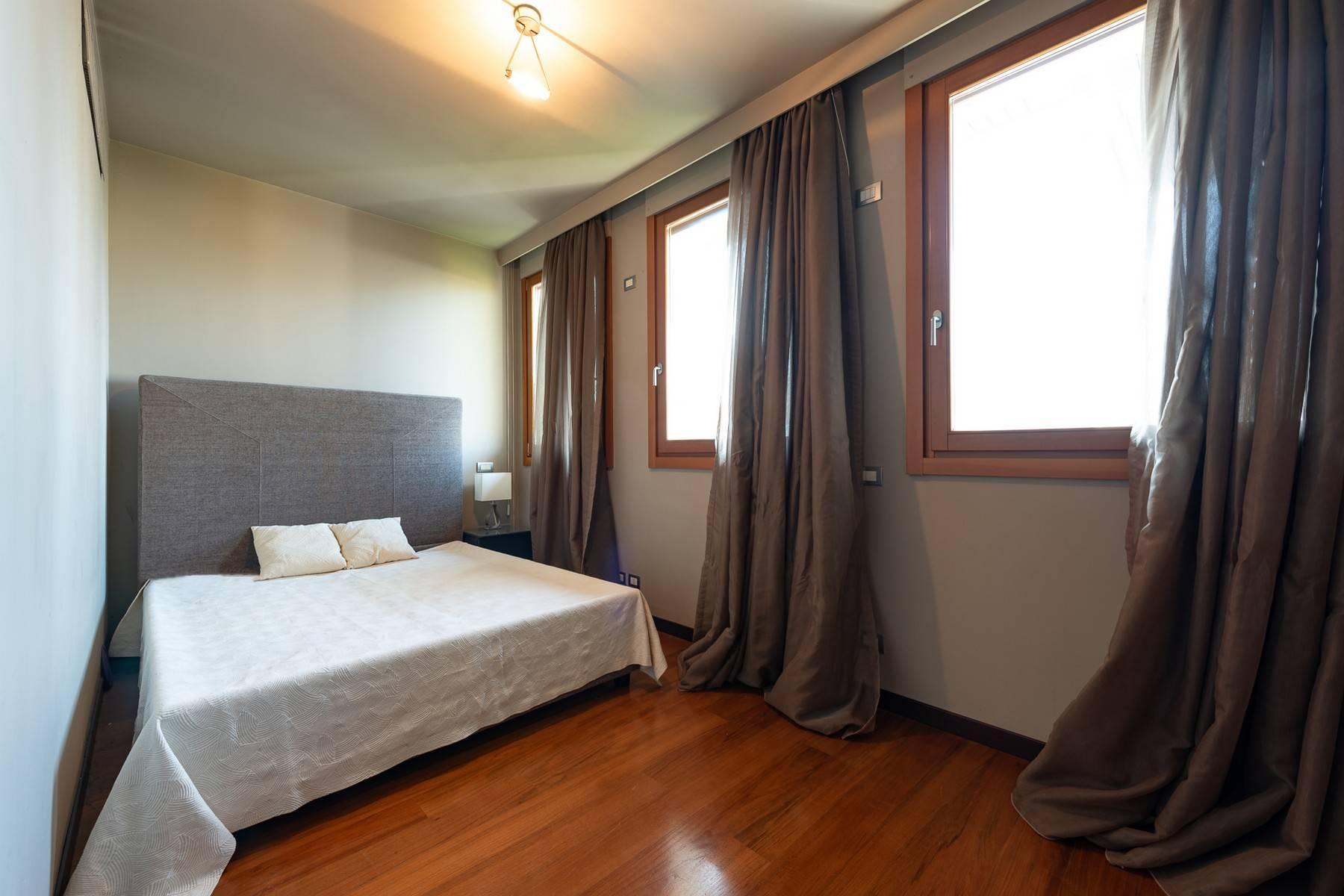 Splendido e luminoso appartamento con terrazzo loggiato - 20