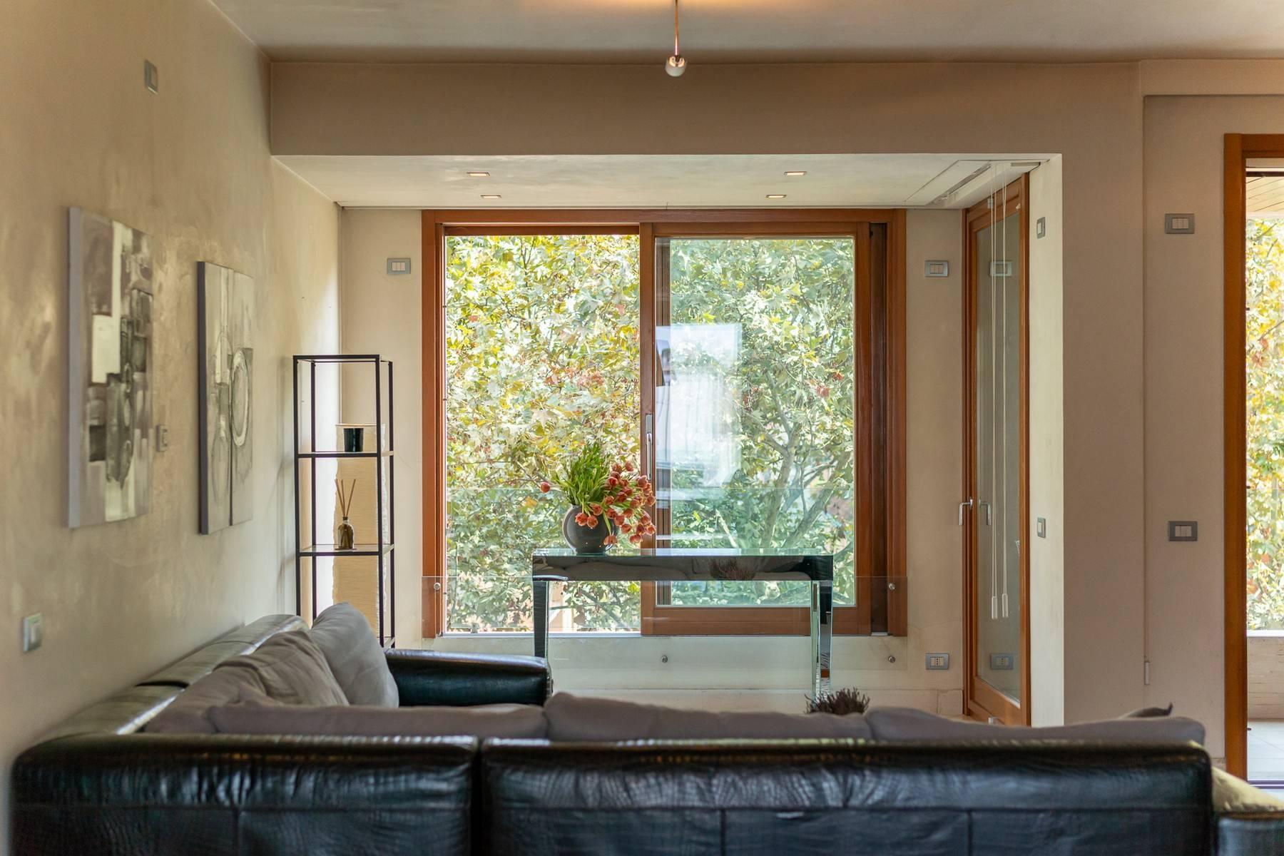 Splendido e luminoso appartamento con terrazzo loggiato - 14