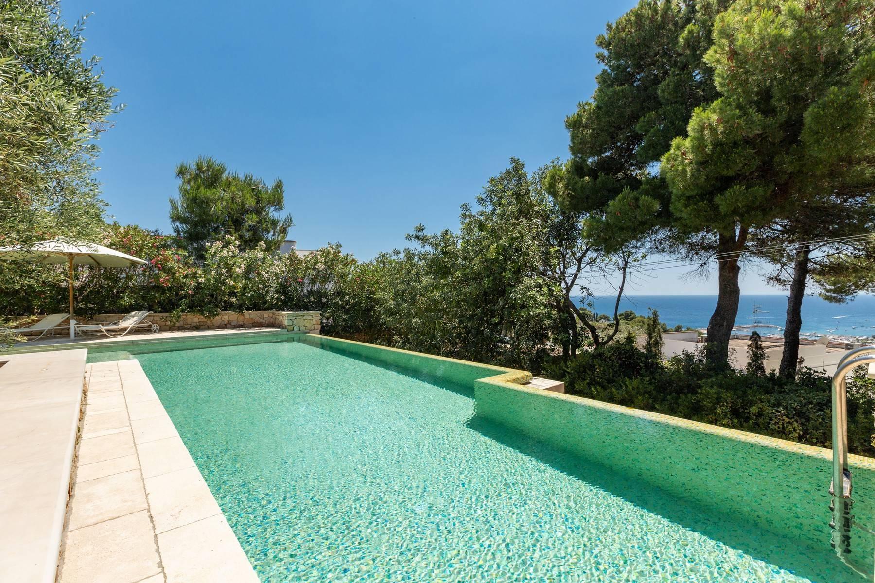Villa in Panorama-Lage mit wunderschönem Blick auf den Meer - 2