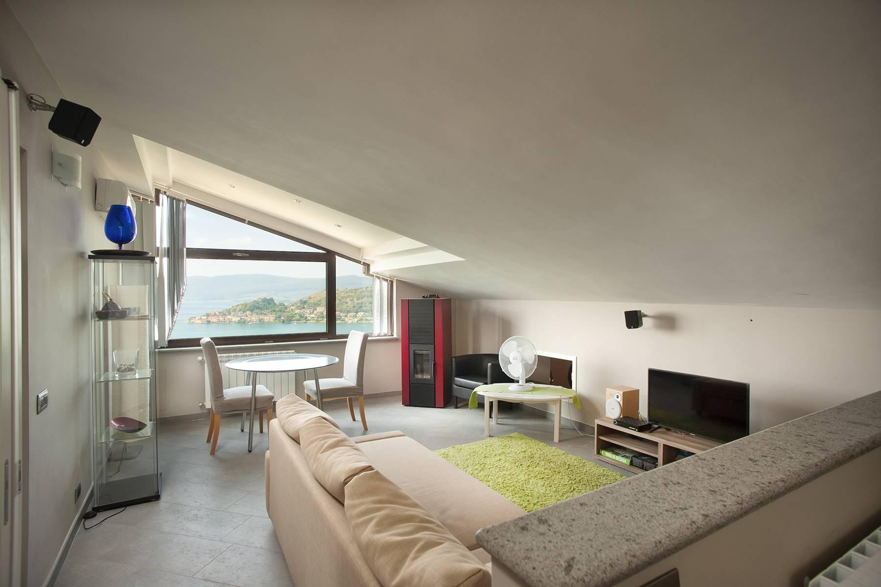 Moderna villa panoramica sul lago di Trevignano - 10