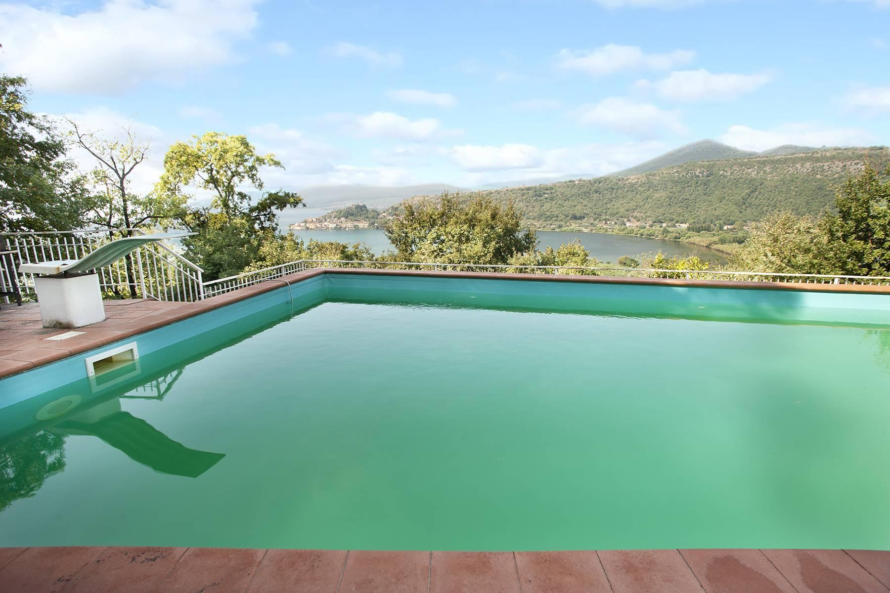 Moderna villa panoramica sul lago di Trevignano - 8