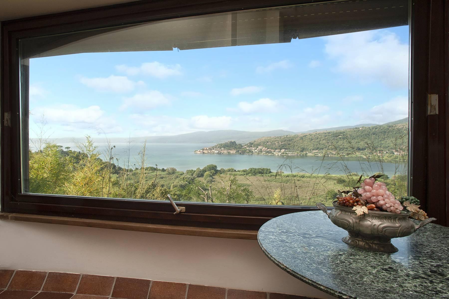 Moderna villa panoramica sul lago di Trevignano - 5