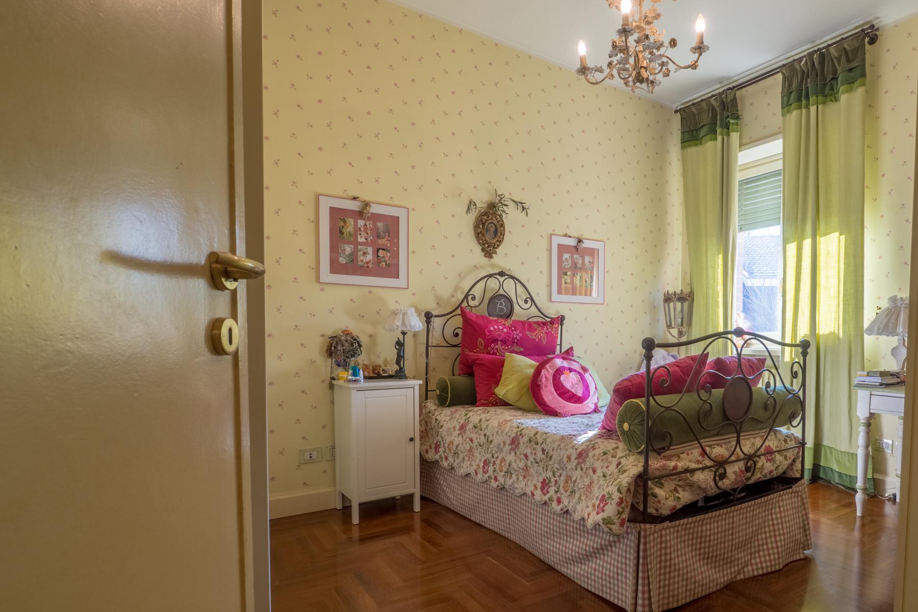 Elegante appartamento con terrazzo ai piedi della collina torinese - 9