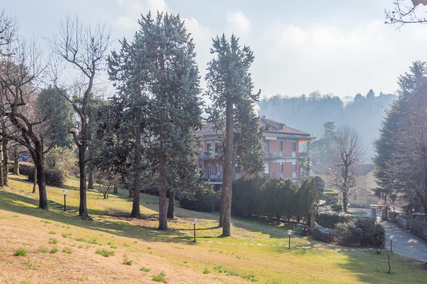 Elegante appartamento con terrazzo ai piedi della collina torinese - 13