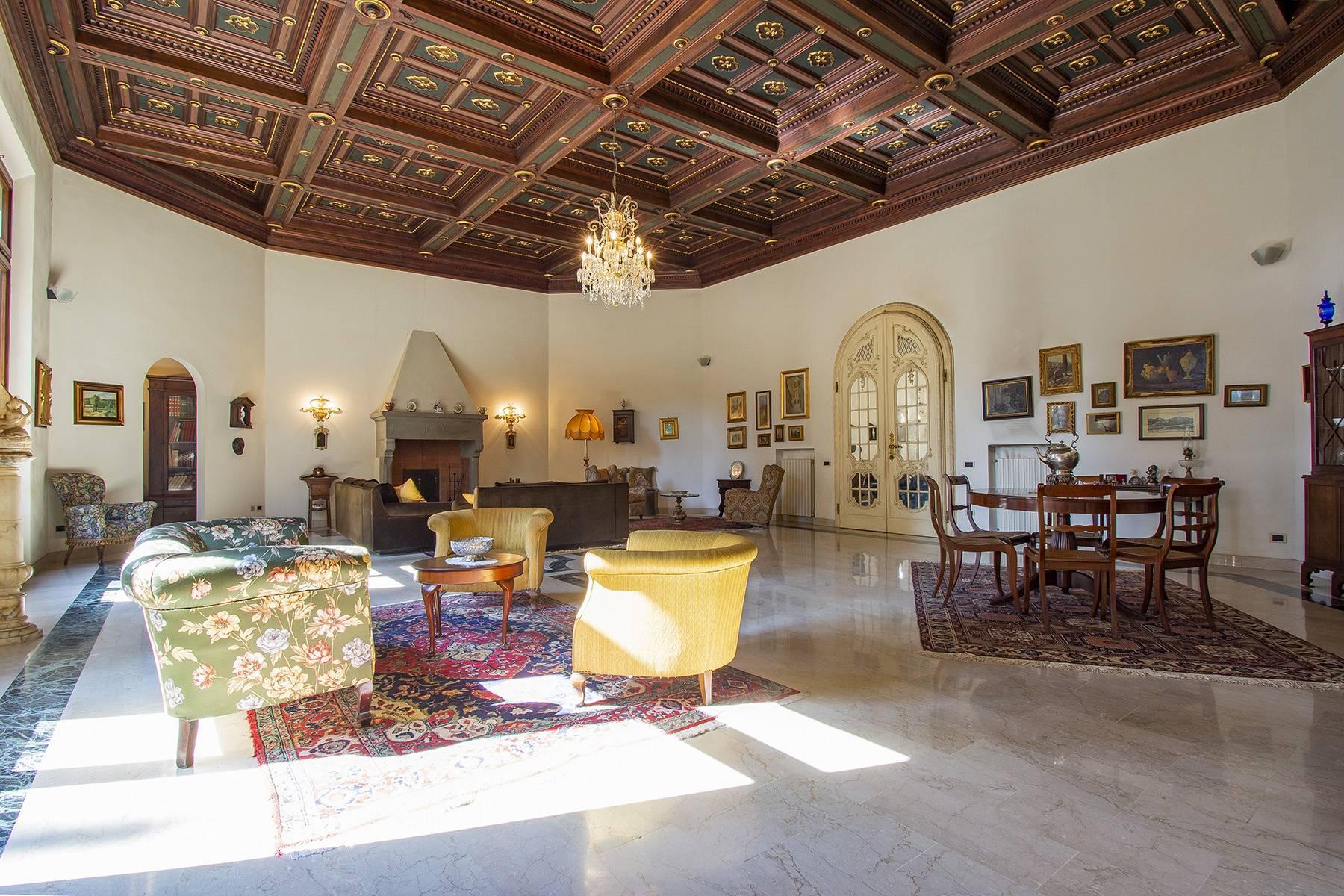 Exquisite apartment in a historic villa - 2