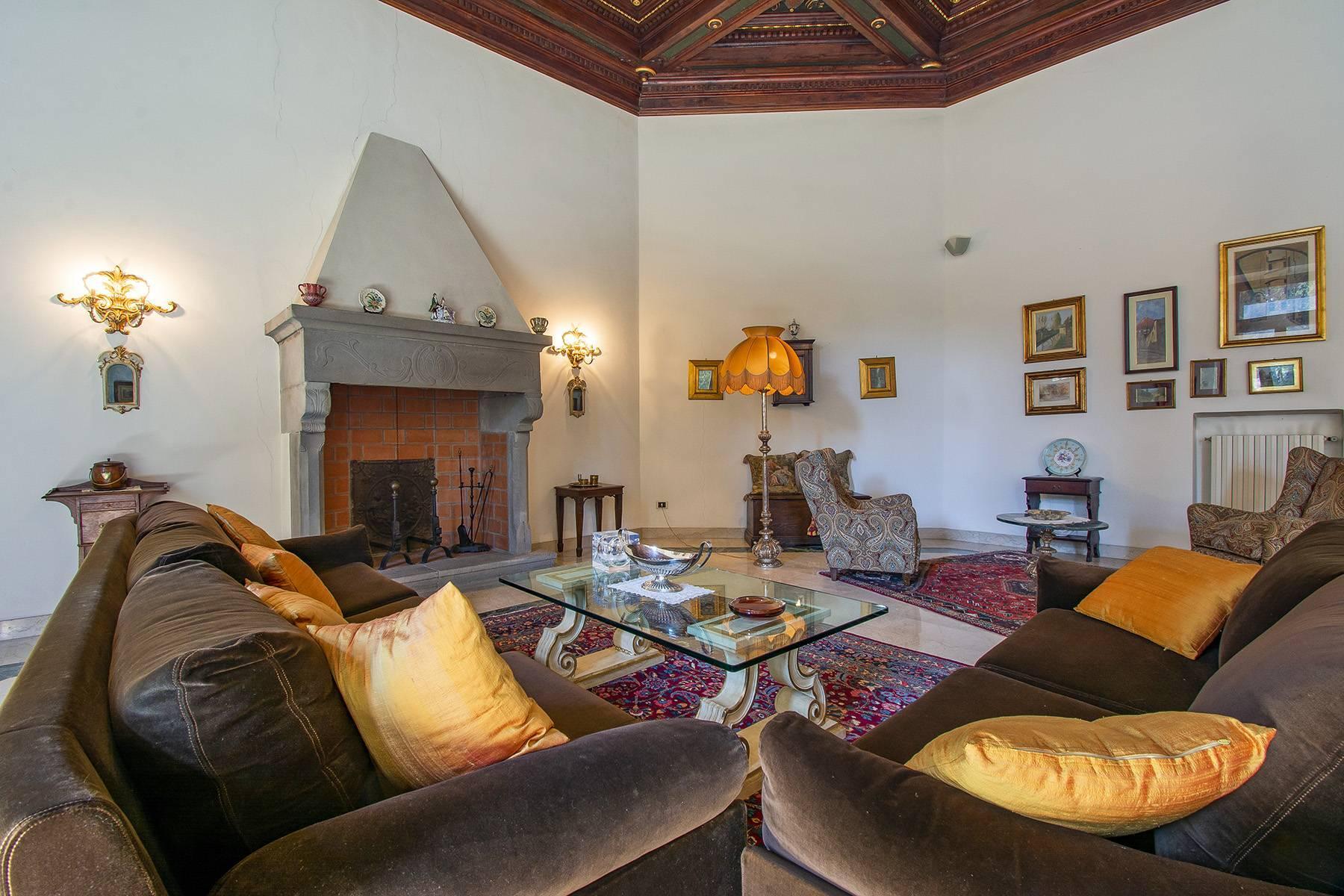 Exquisite apartment in a historic villa - 3