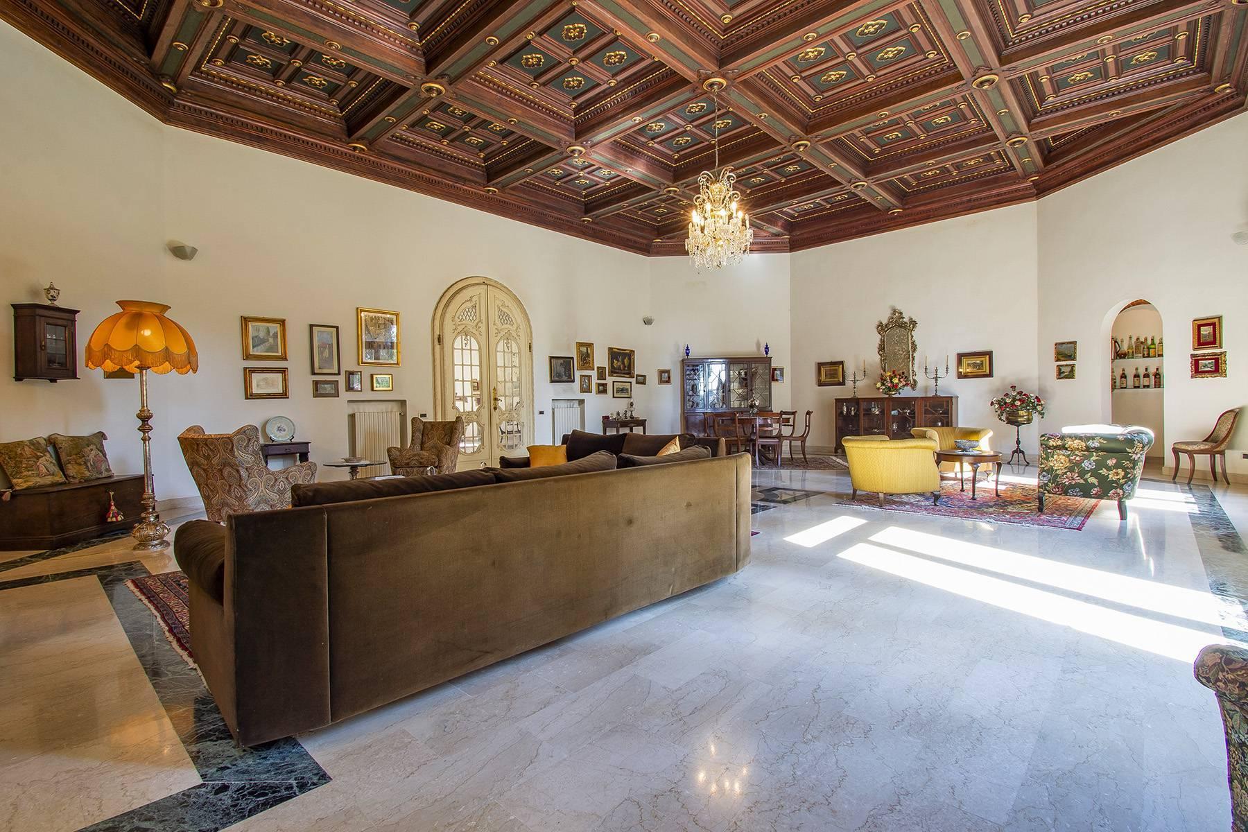Exquisite apartment in a historic villa - 4