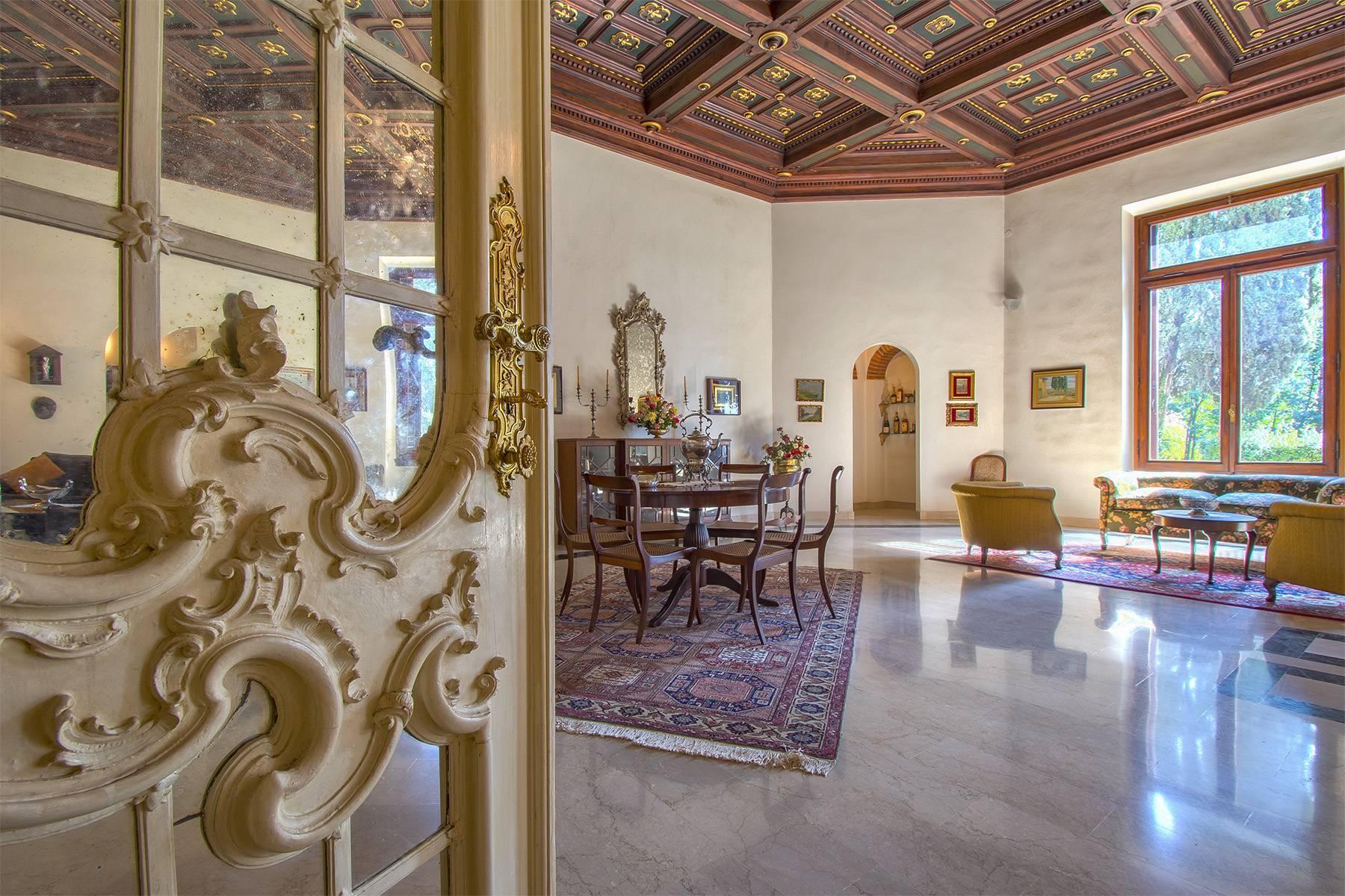 Exquisite apartment in a historic villa - 8