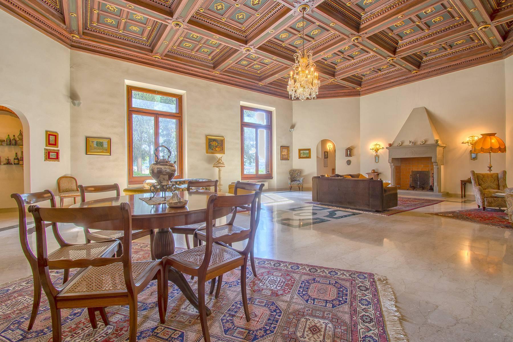 Exquisite apartment in a historic villa - 6