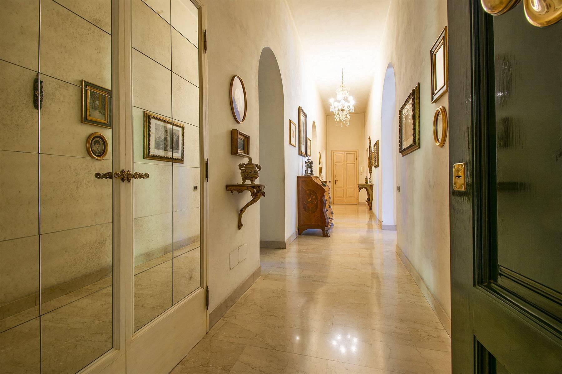 Exquisite apartment in a historic villa - 12