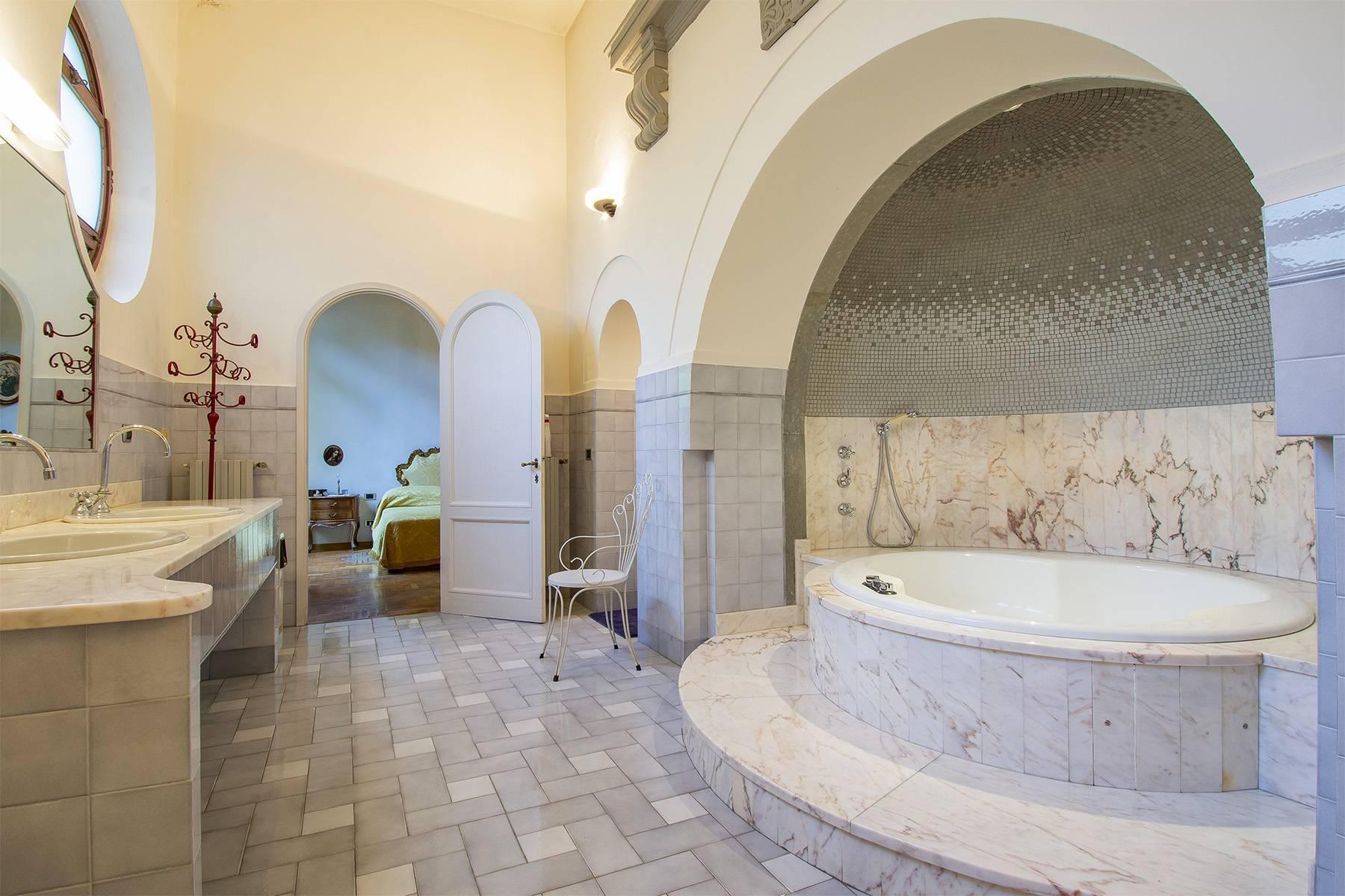 Exquisite apartment in a historic villa - 15