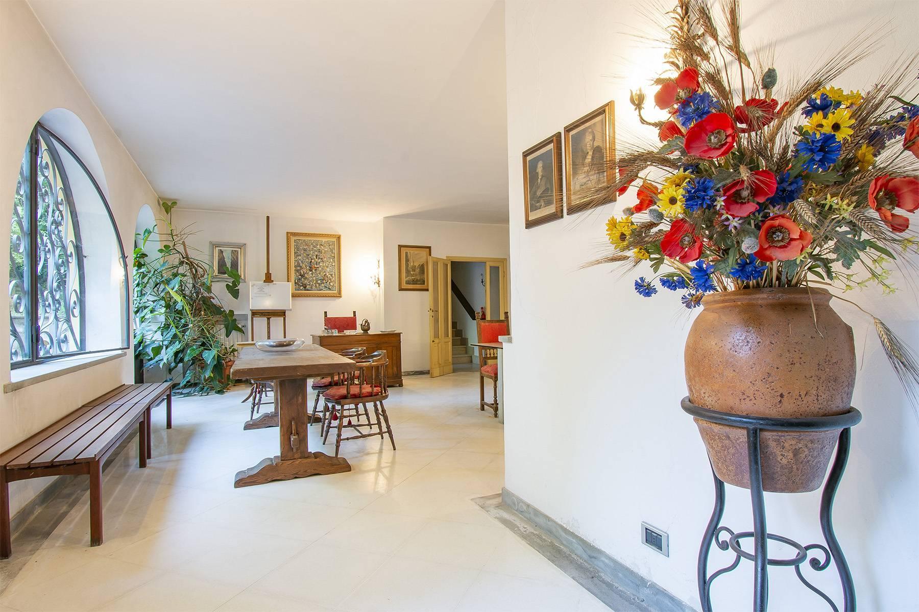 Exquisite apartment in a historic villa - 17