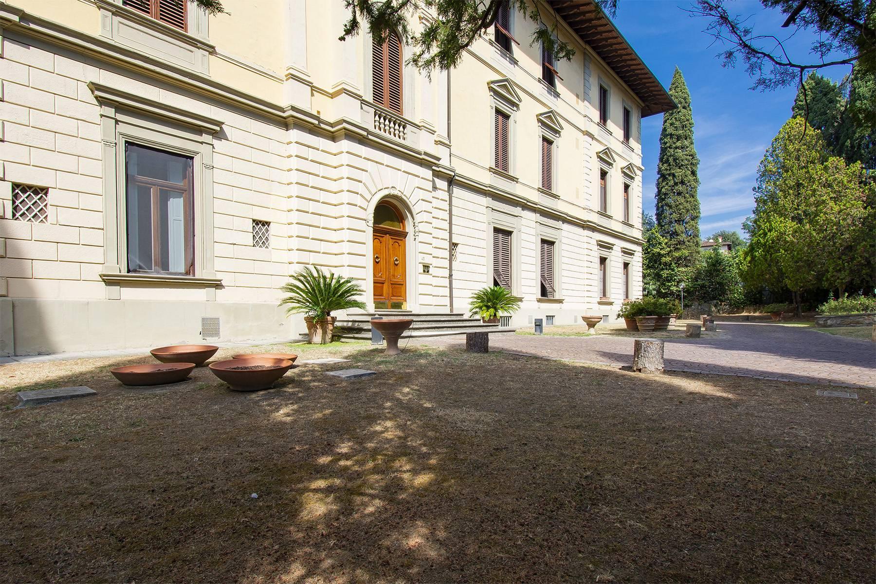 Exquisite apartment in a historic villa - 23