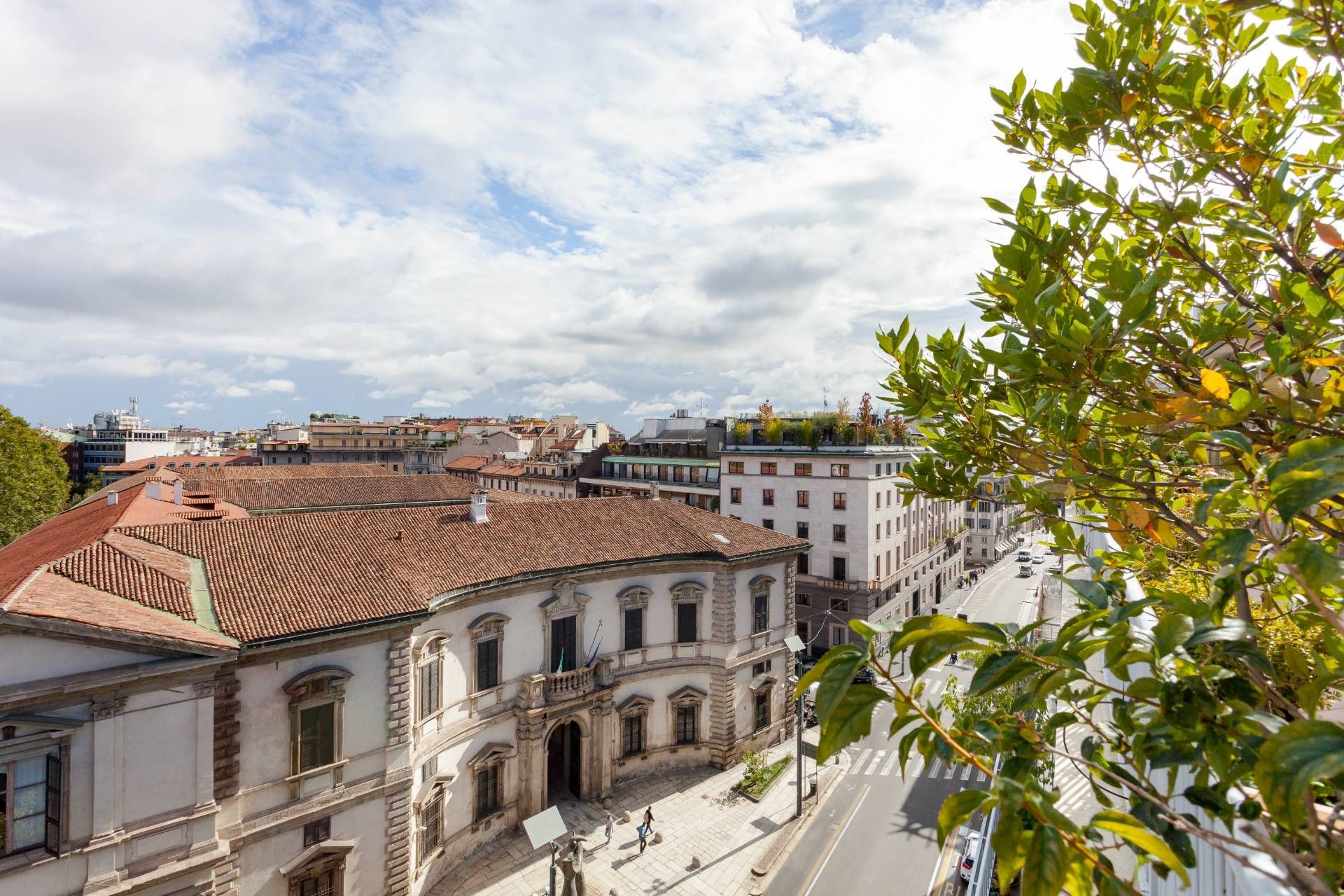 Beautiful residence with terrace in Via Senato - 23