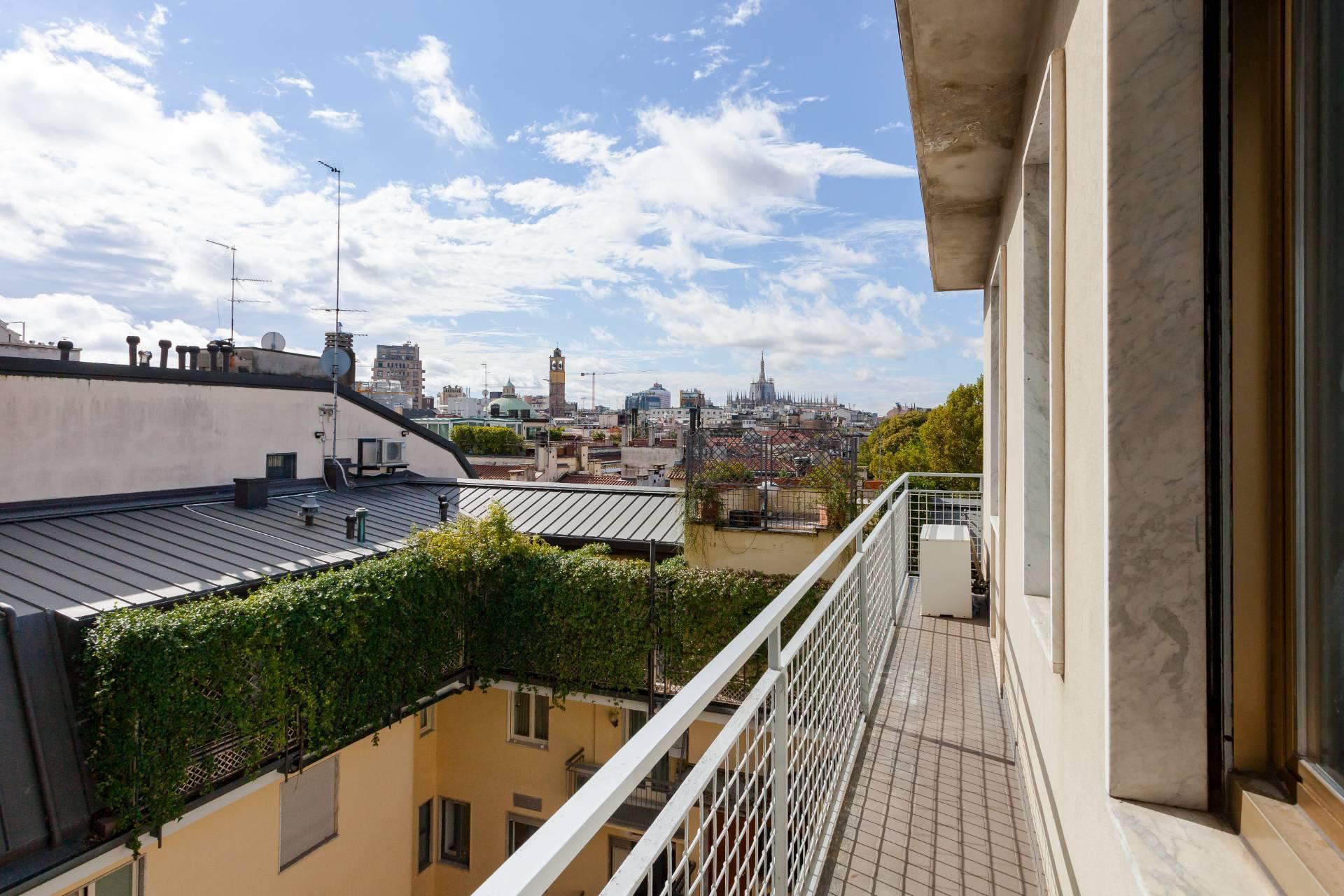 Beautiful residence with terrace in Via Senato - 24