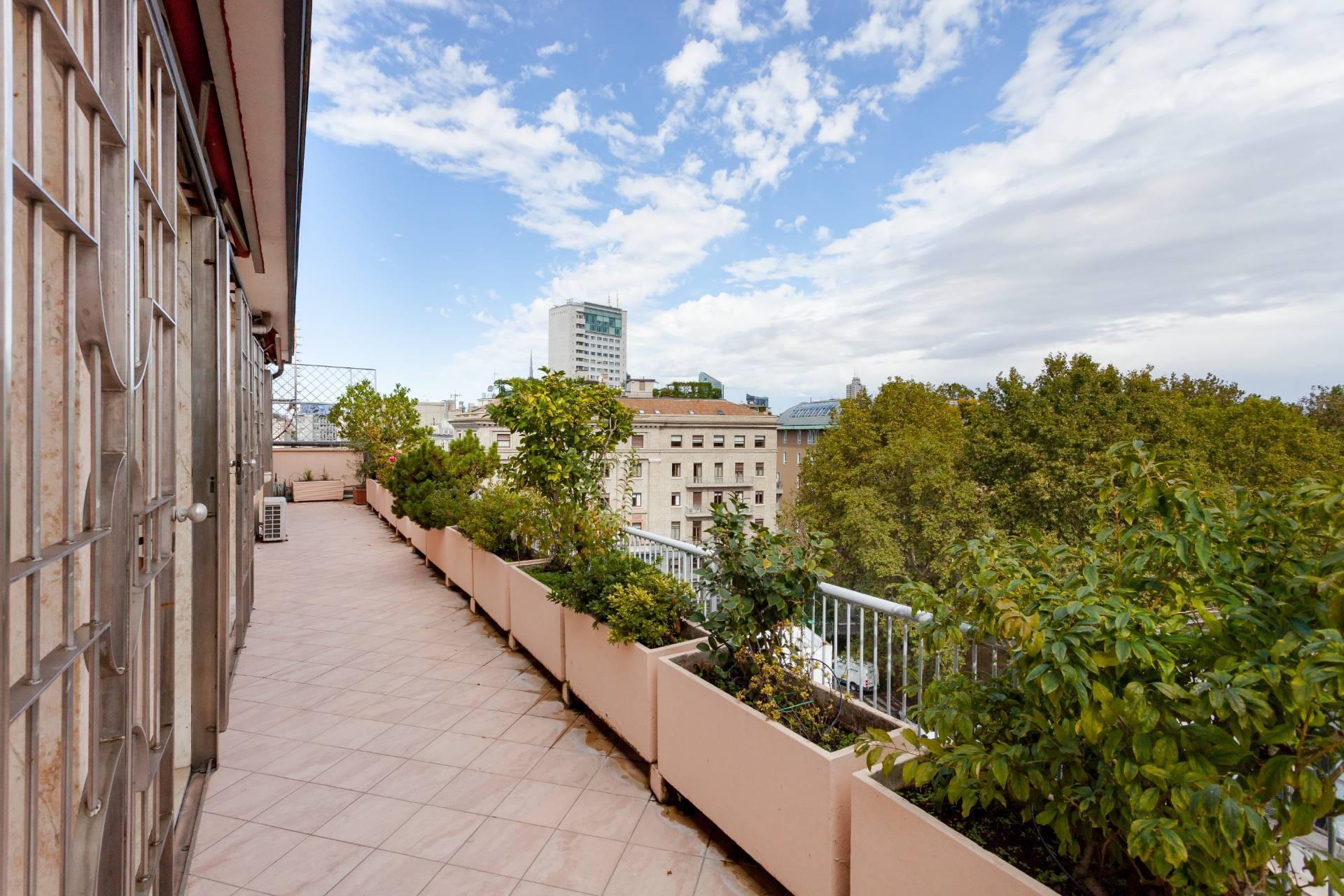 Beautiful residence with terrace in Via Senato - 17