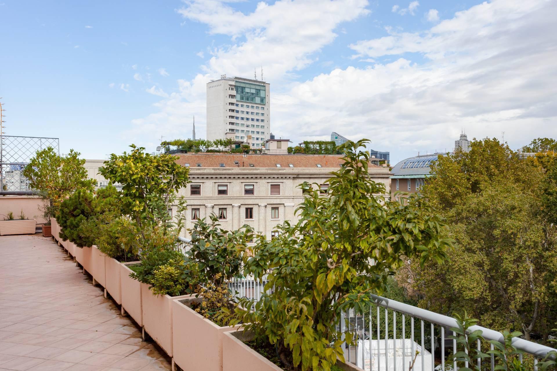 Beautiful residence with terrace in Via Senato - 18