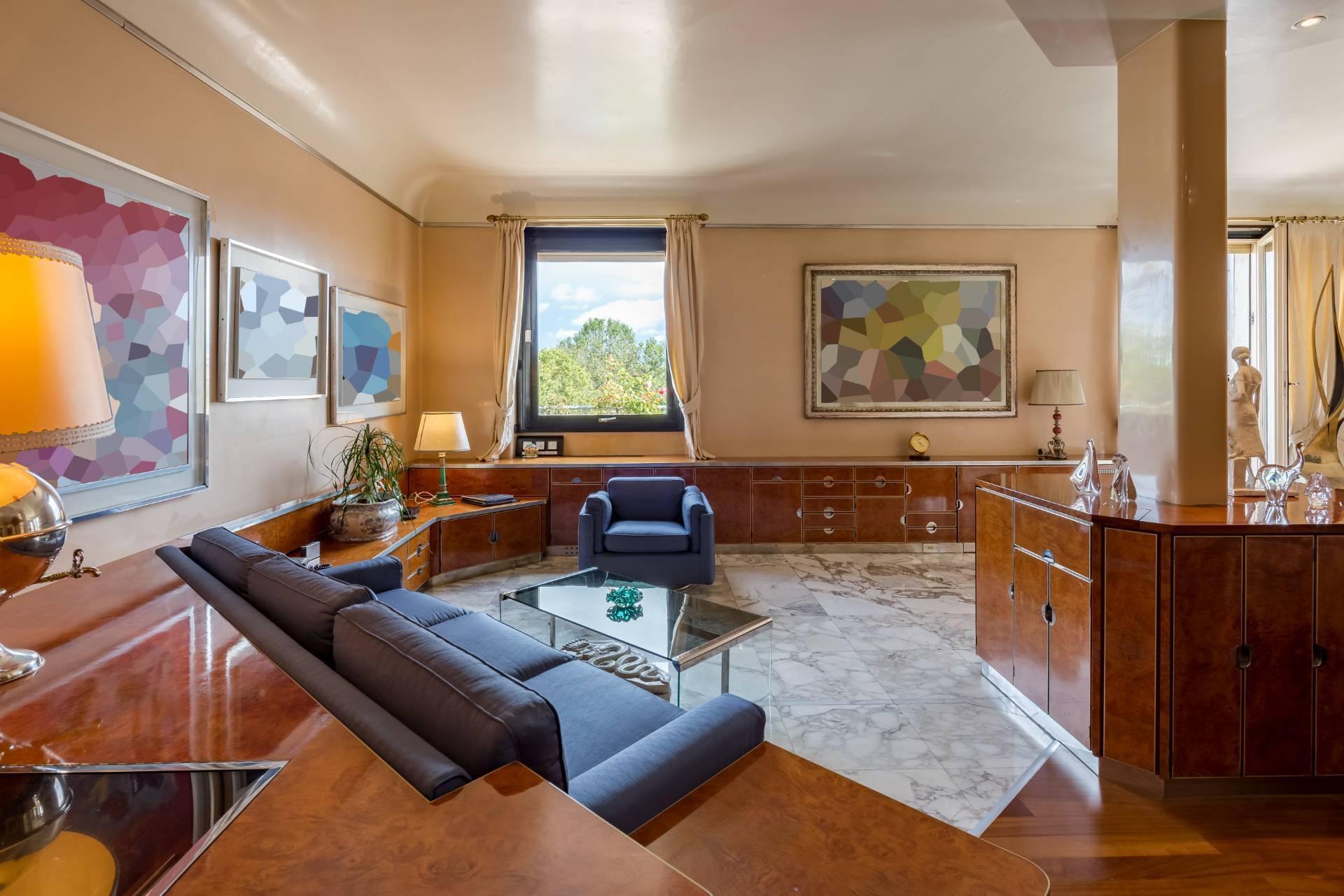 Beautiful residence with terrace in Via Senato - 2