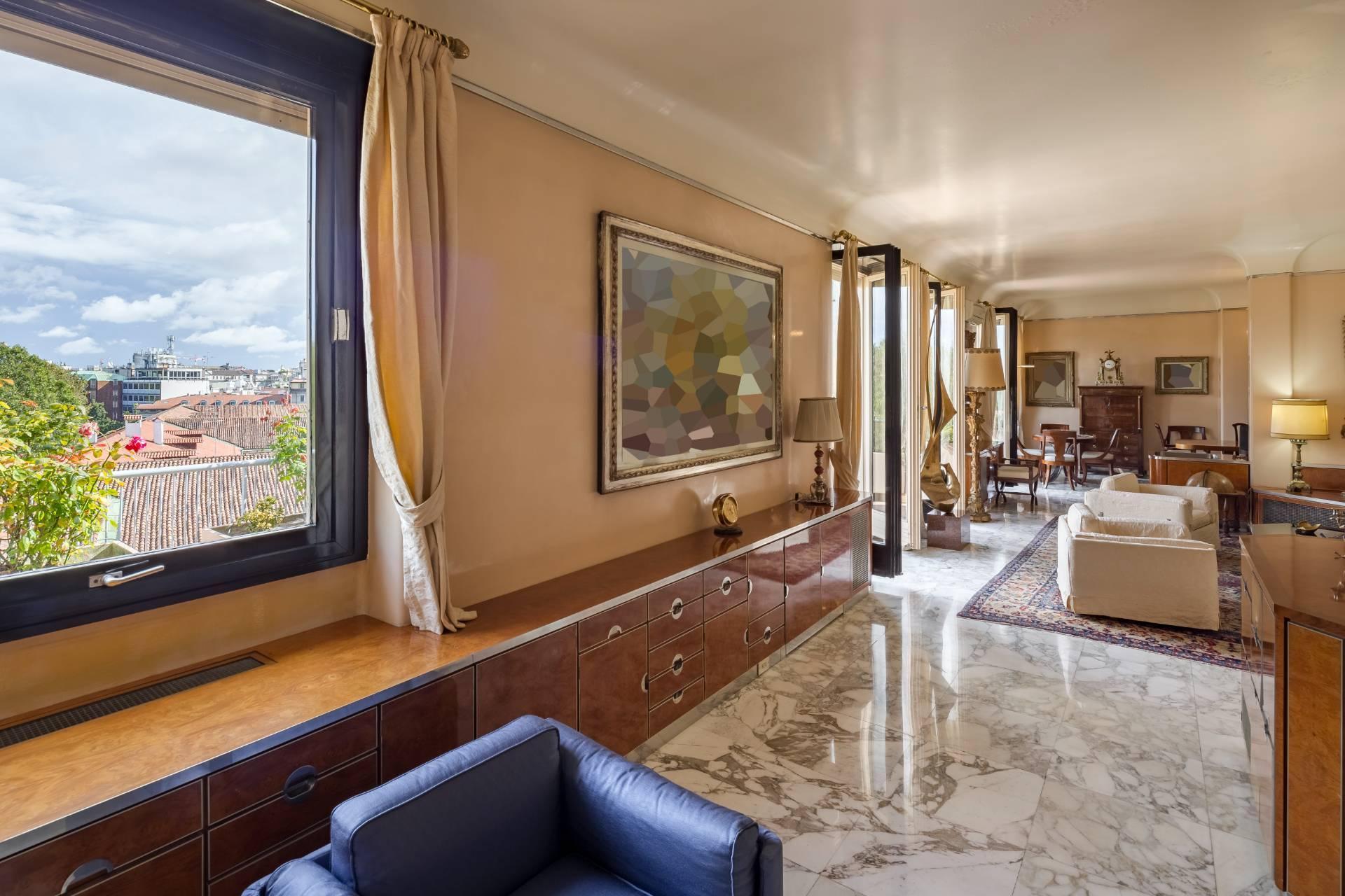 Beautiful residence with terrace in Via Senato - 4