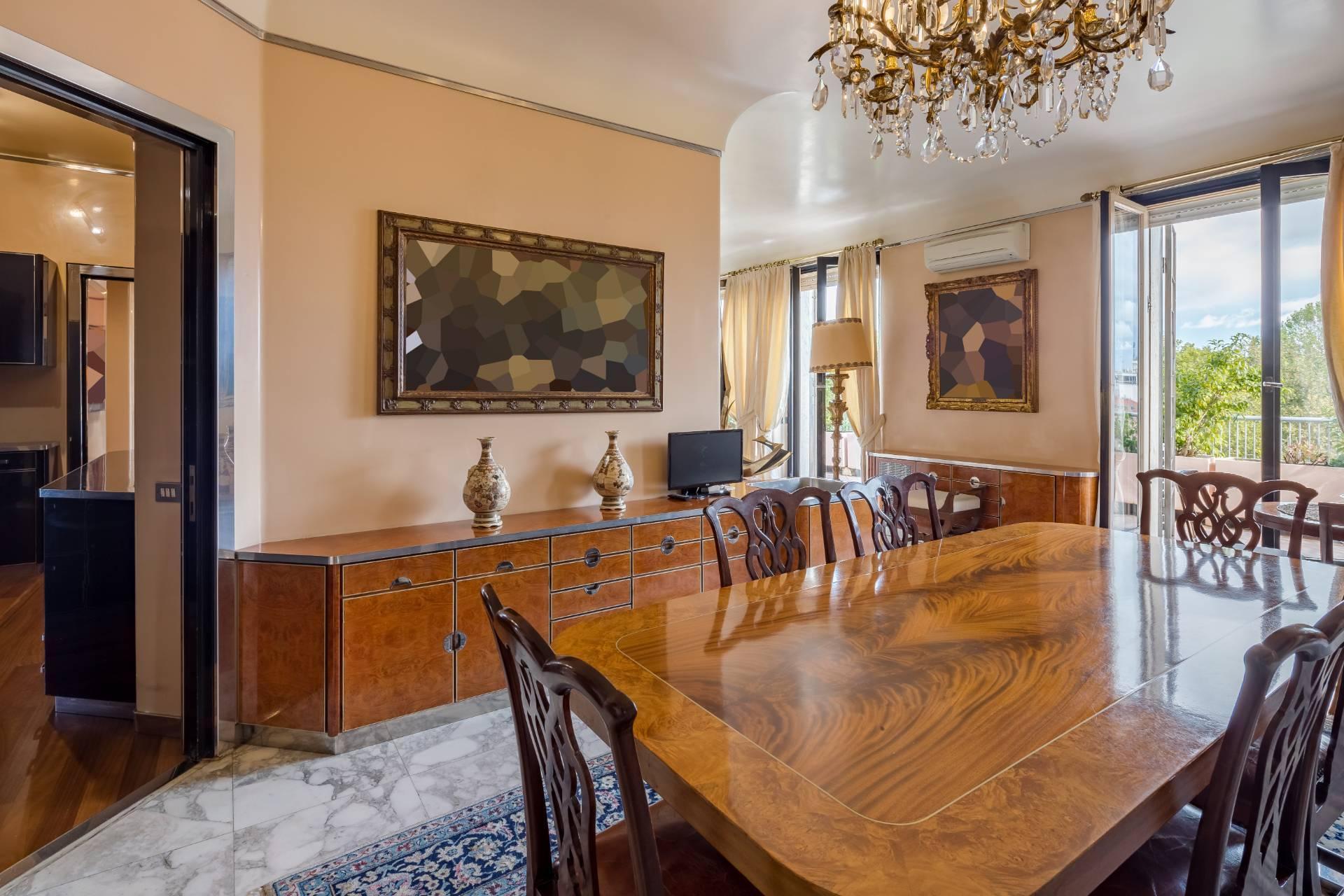 Beautiful residence with terrace in Via Senato - 13