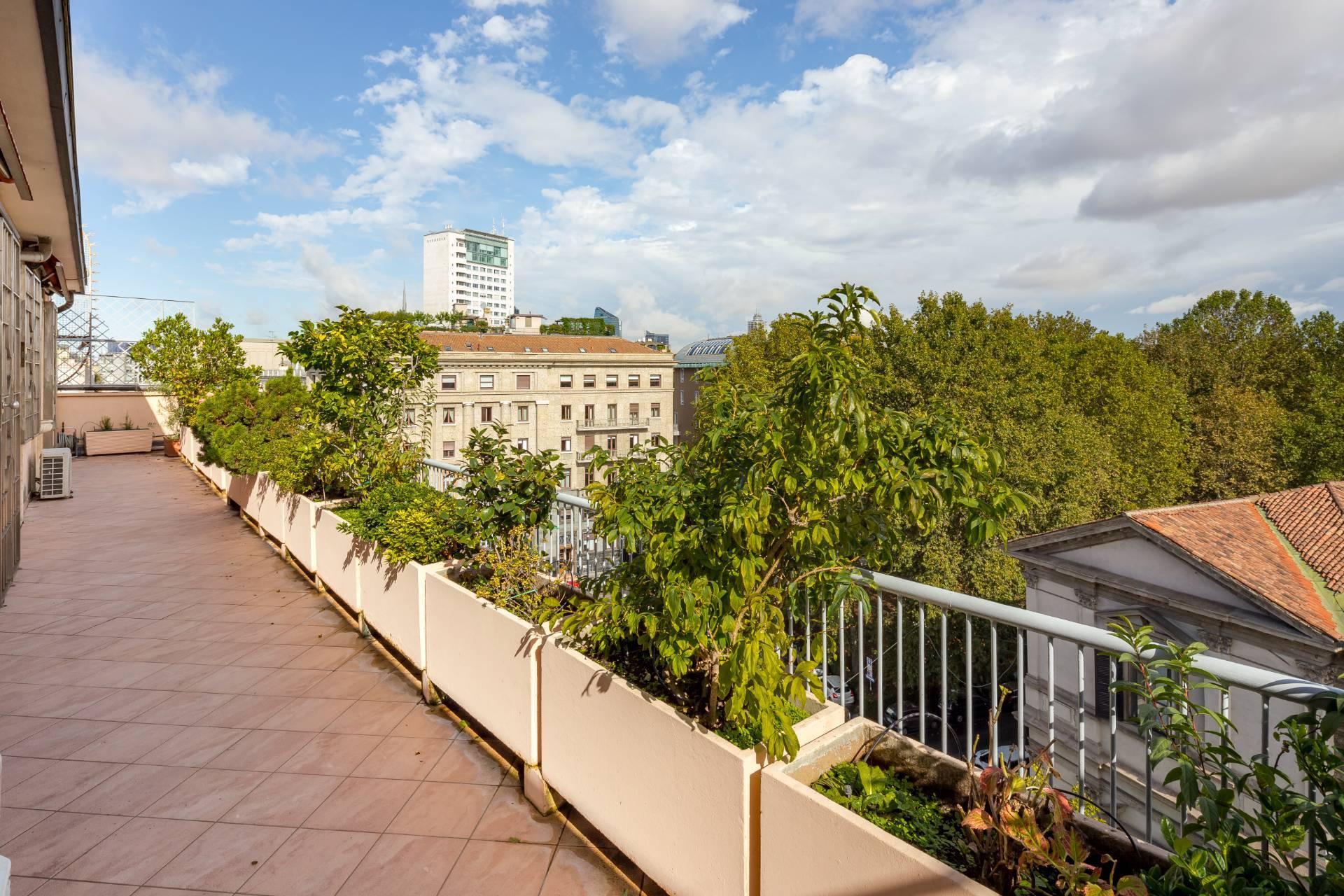 Beautiful residence with terrace in Via Senato - 21