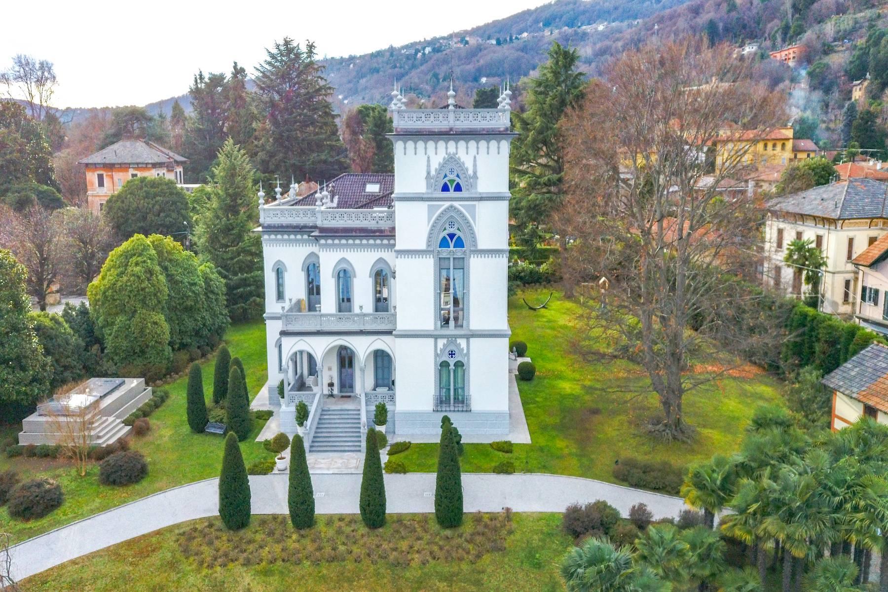Art-Nouveau villa on the shores of Lesa - 2