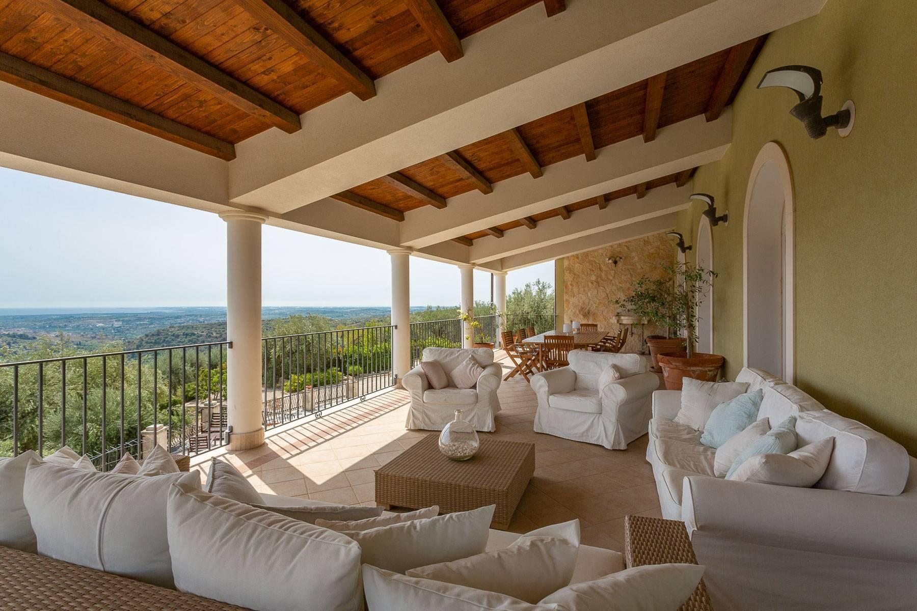 Prestigious property overlooking Noto - 3