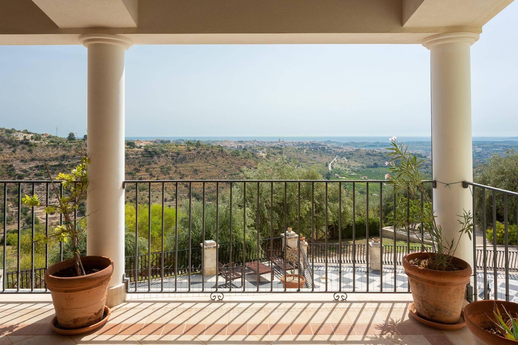 Prestigious property overlooking Noto - 7