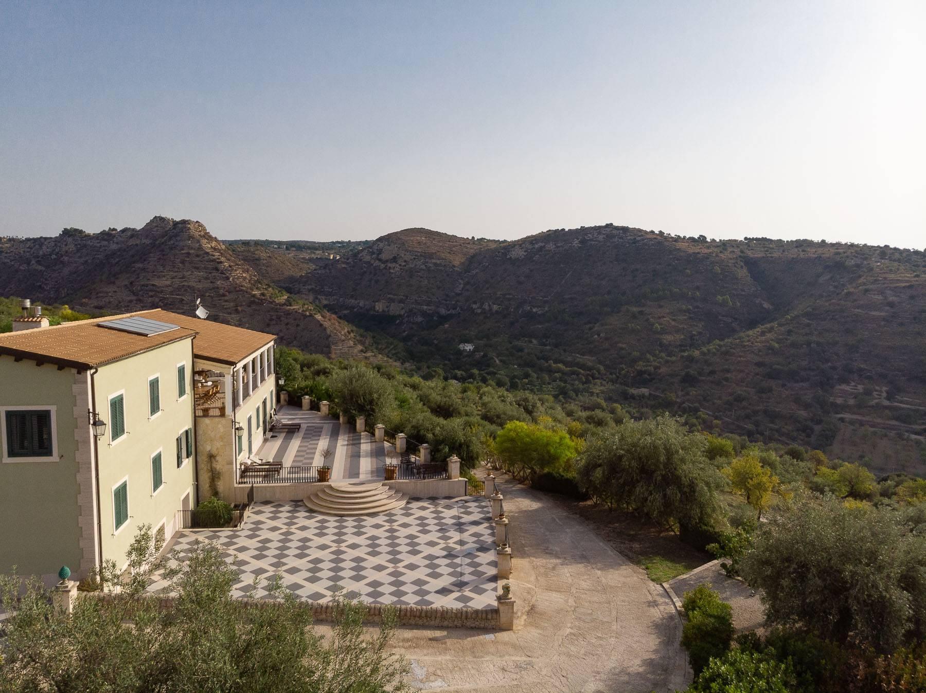Prestigiosa proprietà sulle splendide colline di Noto - 16
