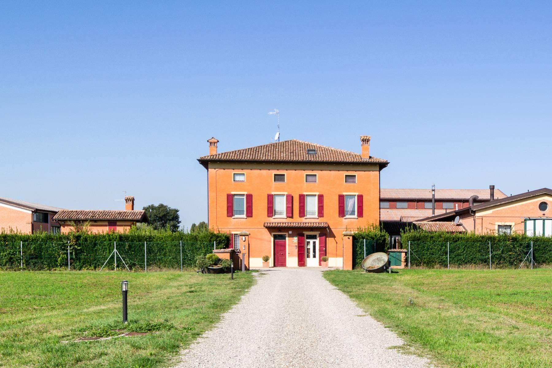 Well-kept farm with B&B and restaurant in the countryside of Modena - 1