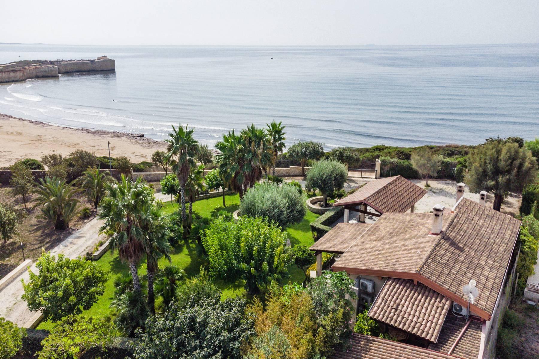 Esclusiva villa sul mare con ingresso privato in spiaggia - 1