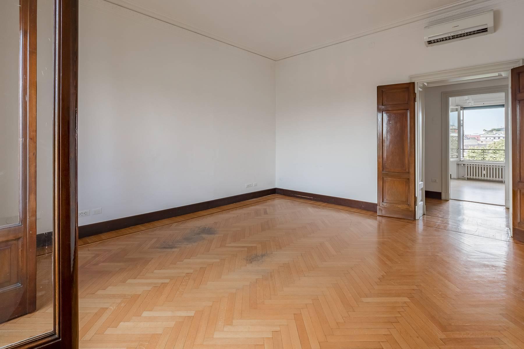 Charming period apartment in Viale Majno - 18