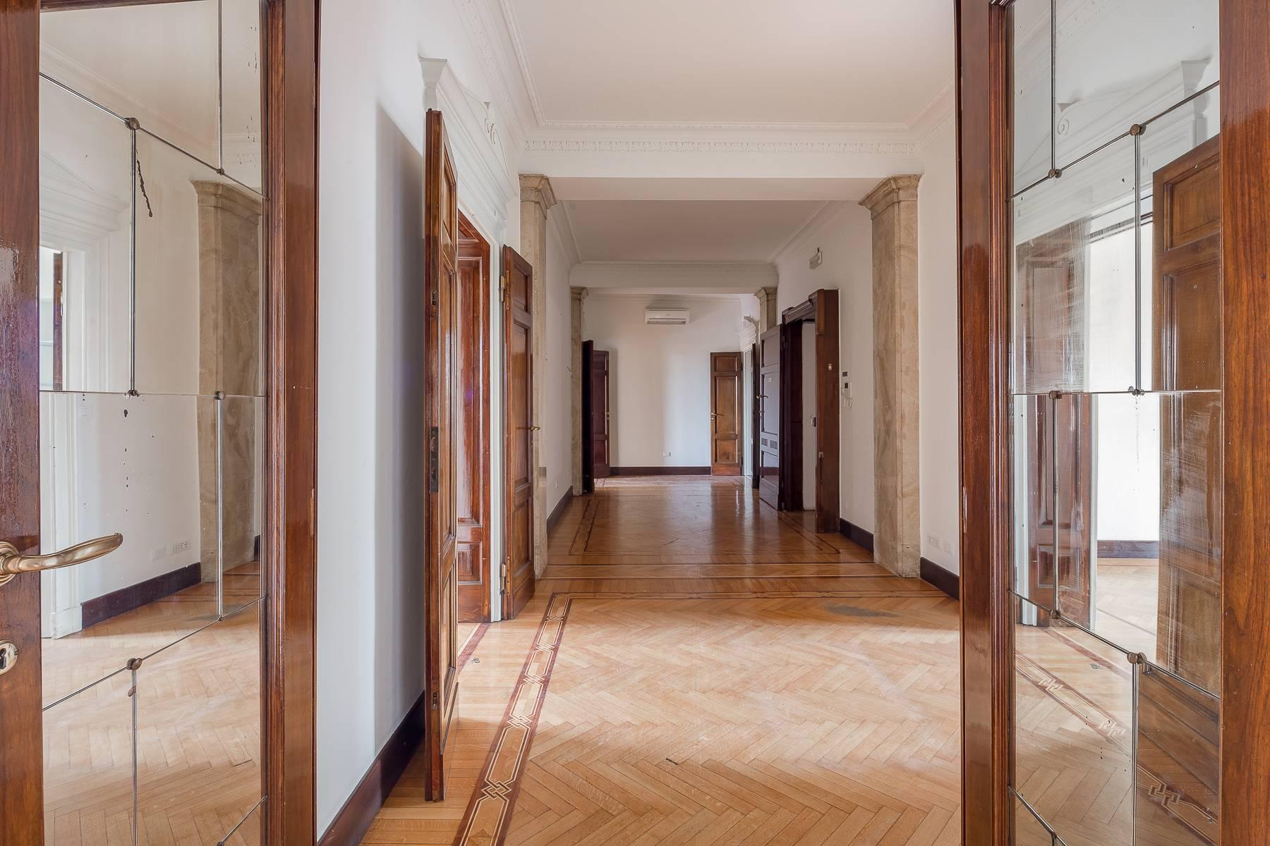 Charming period apartment in Viale Majno - 11