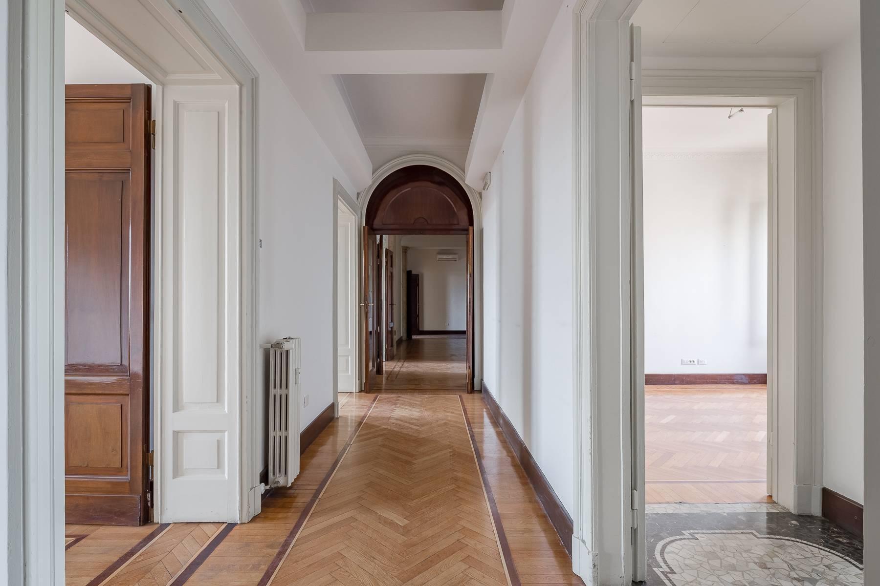 Charming period apartment in Viale Majno - 20