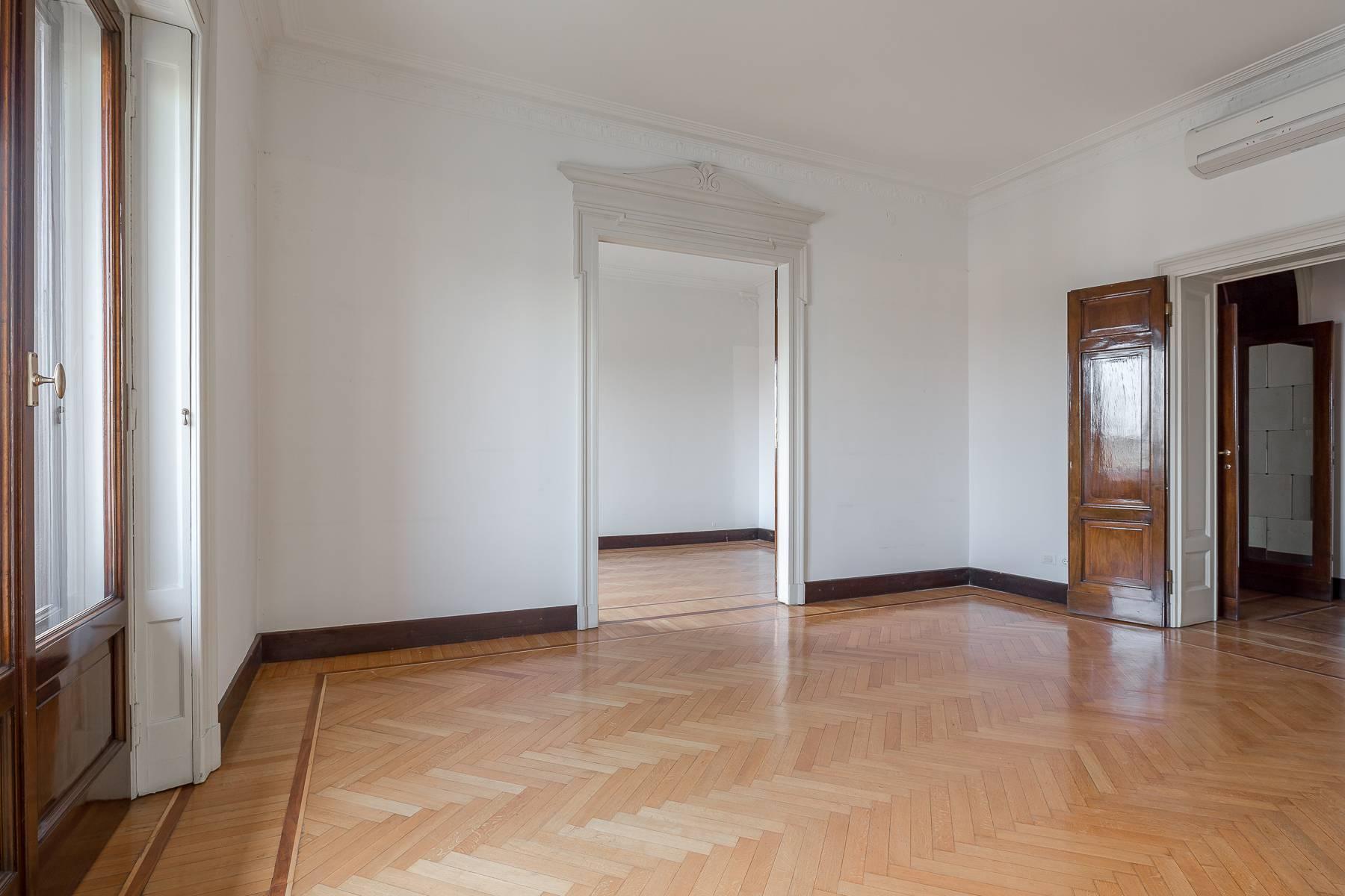 Charming period apartment in Viale Majno - 22