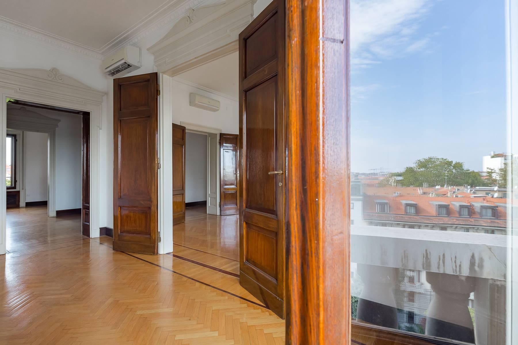 Charming period apartment in Viale Majno - 17