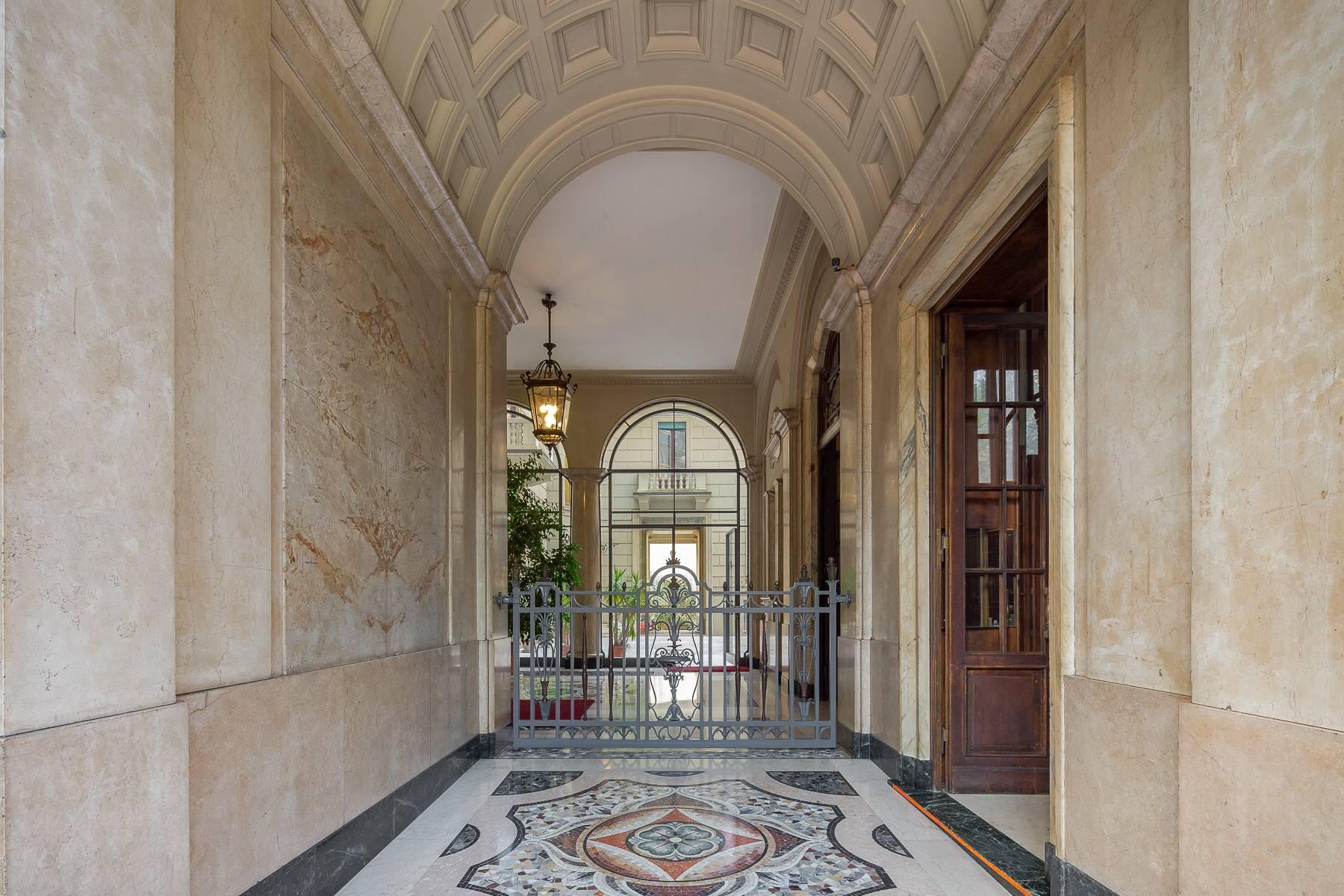Charming period apartment in Viale Majno - 15