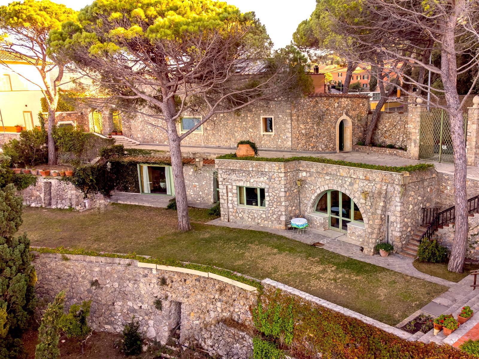 Unique villa facing the bay of Monte Argentario - 1