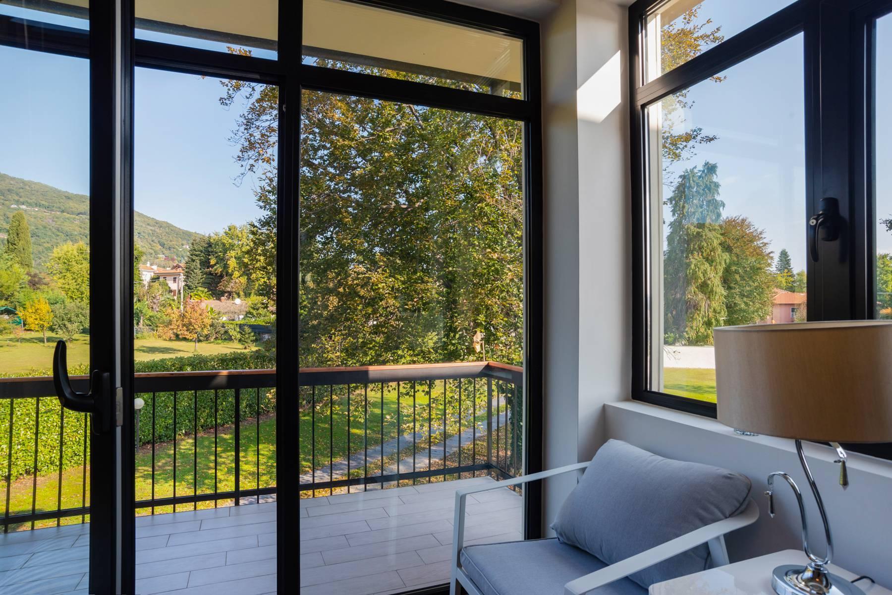Schöne Villa mit Pool und Nebengebäude nur einen Steinwurf vom See entfernt - 4