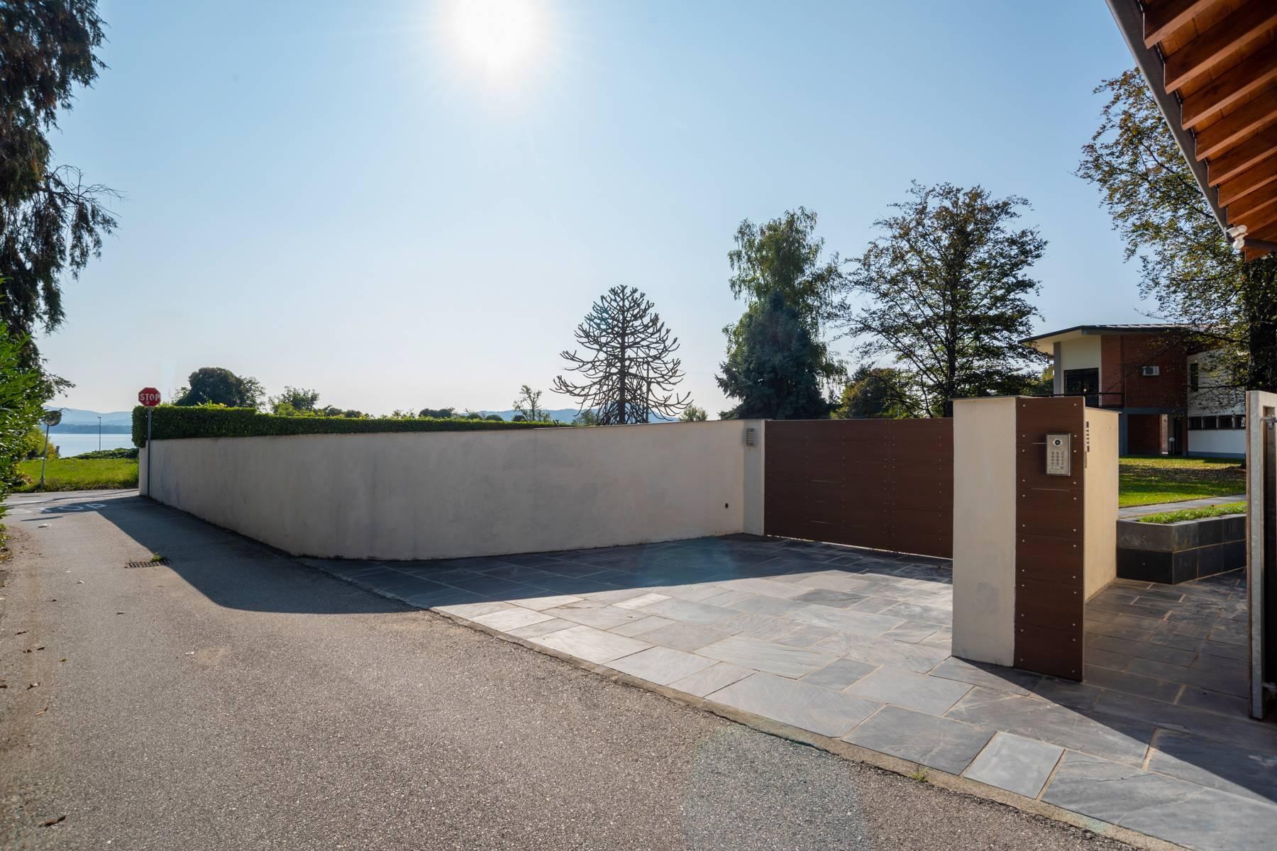 Schöne Villa mit Pool und Nebengebäude nur einen Steinwurf vom See entfernt - 3